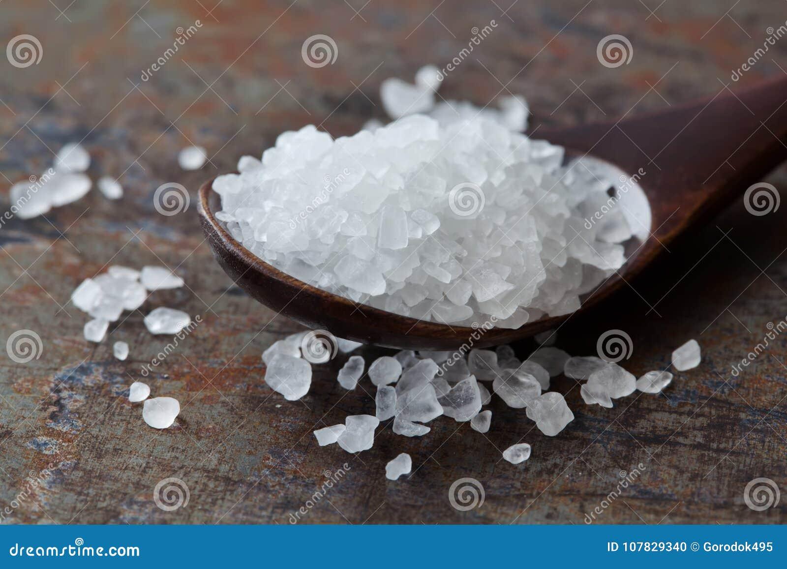 Взгляд макроса condiment соли моря Естественный минеральный предохранитель еды flavoring, соляной кристалл хлорида натрия белый в