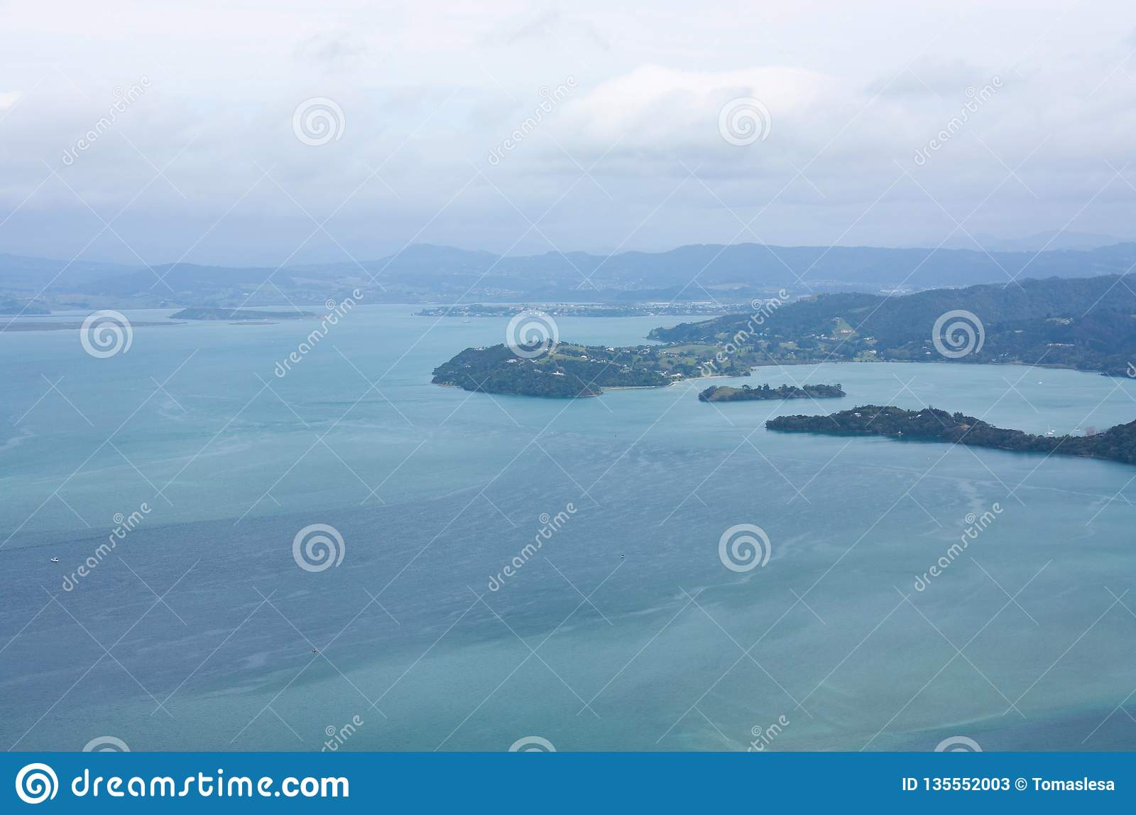 Взгляд на заливе Parua от Mt Manaia около Whangarei в Northland в Новой Зеландии