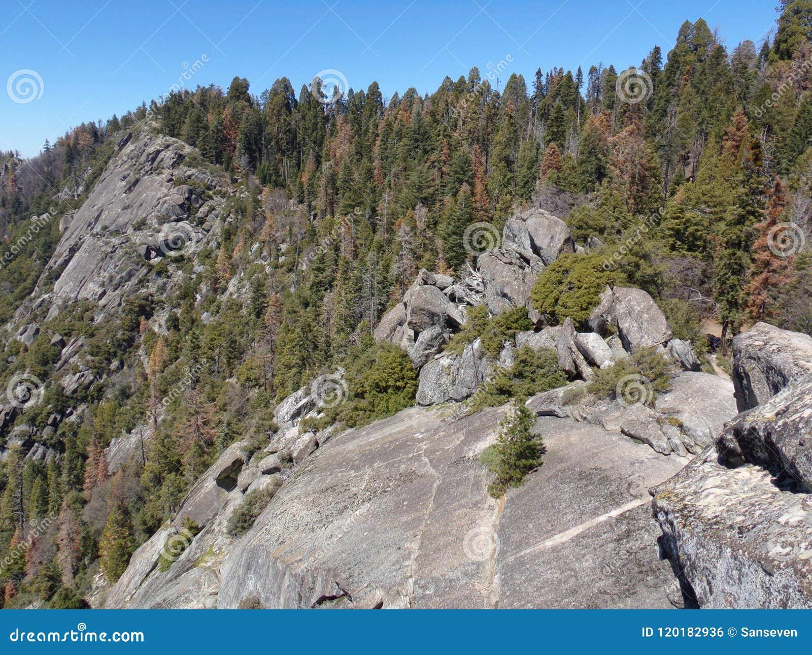Взгляд от вершины гор утеса Moro обозревая и долин - национального парка секвойи, Калифорнии, Соединенных Штатов