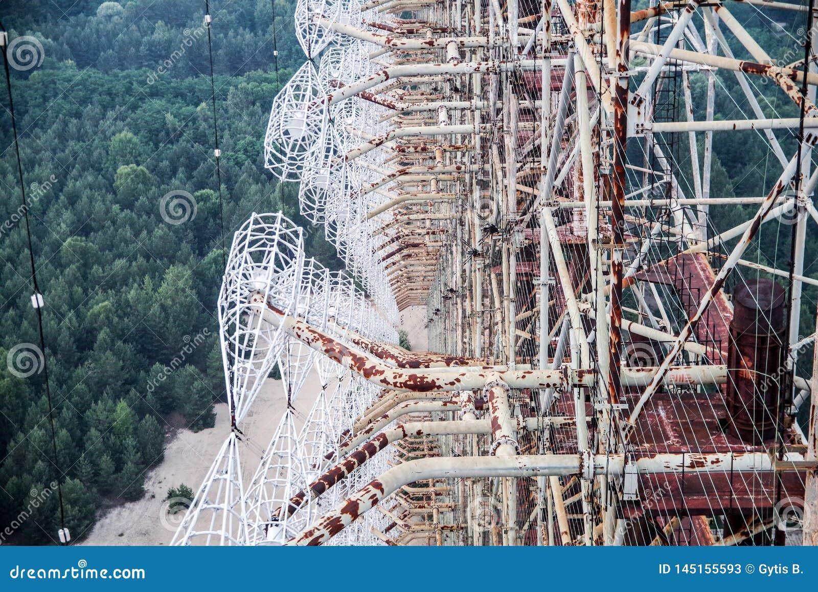 Взгляд от вершины массива антенны DUGA overhorizon в зоне Чернобыль