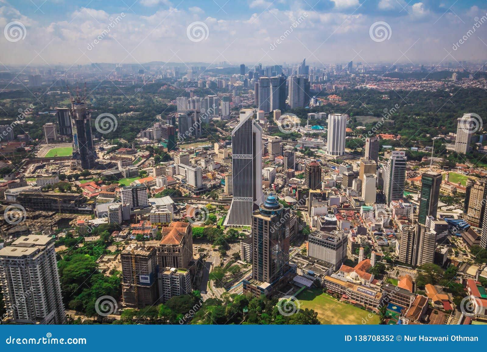 Взгляд от самого высокорослого здания в Куалае-Лумпур