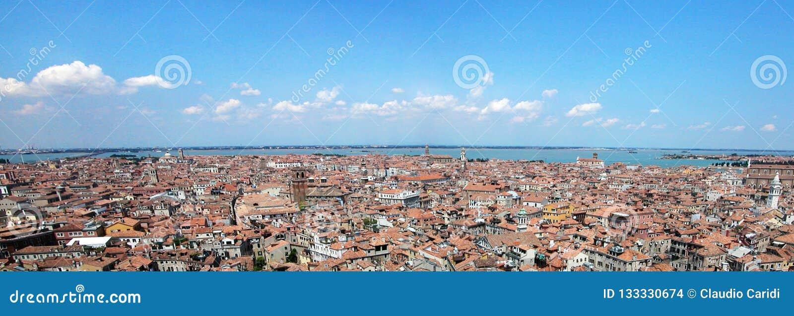 Взгляд панорамы Венеции