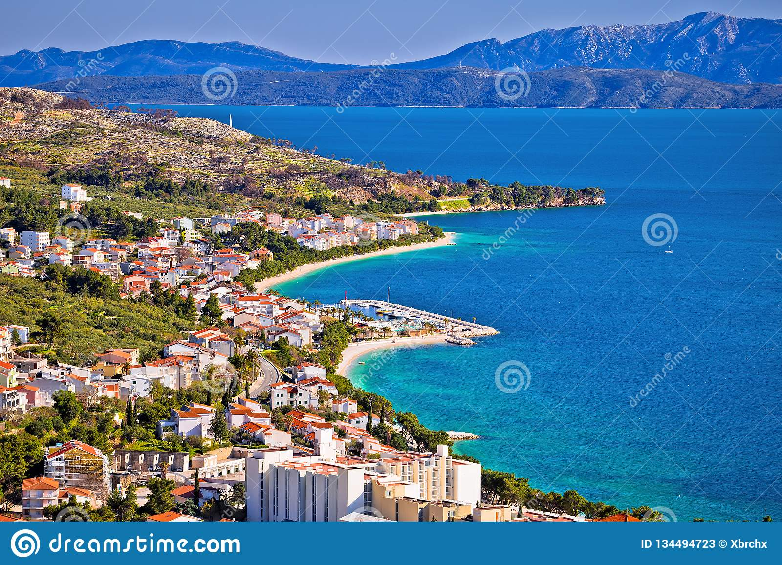 Взгляд портового района Tucepi в Makarska riviera