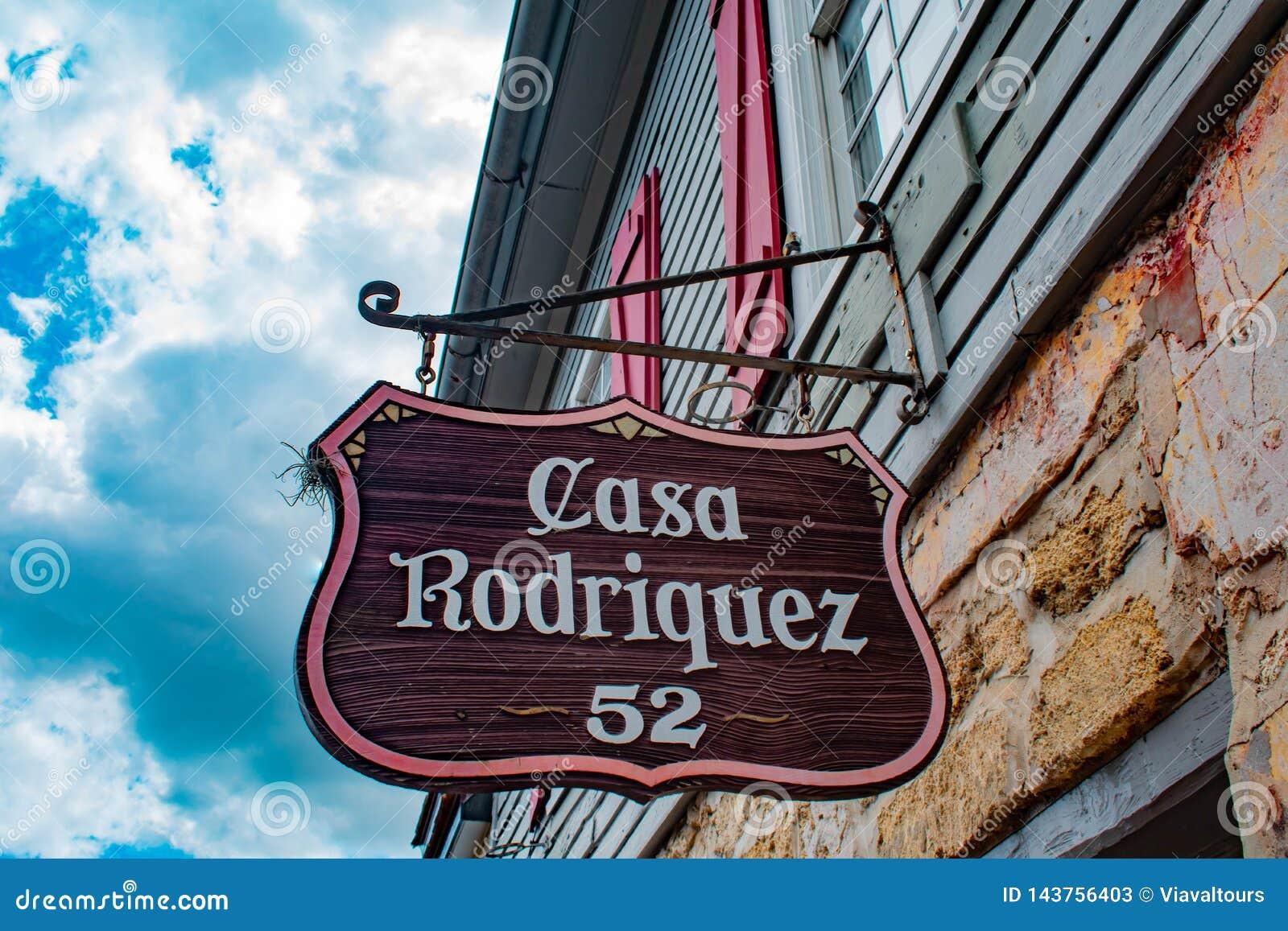 Взгляд сверху Касы Родригеса подписывает внутри улицу St. George на побережье Флориды историческом