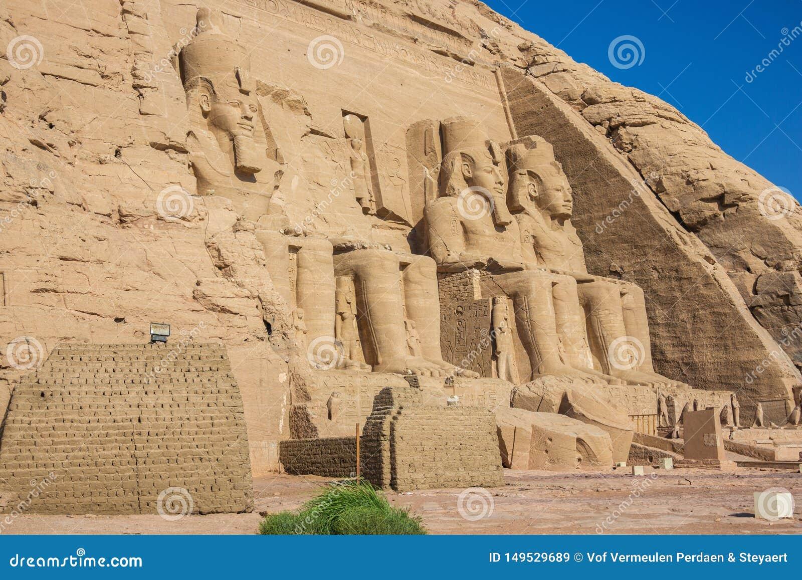 Взгляд со стороны большего виска с Ramesses II