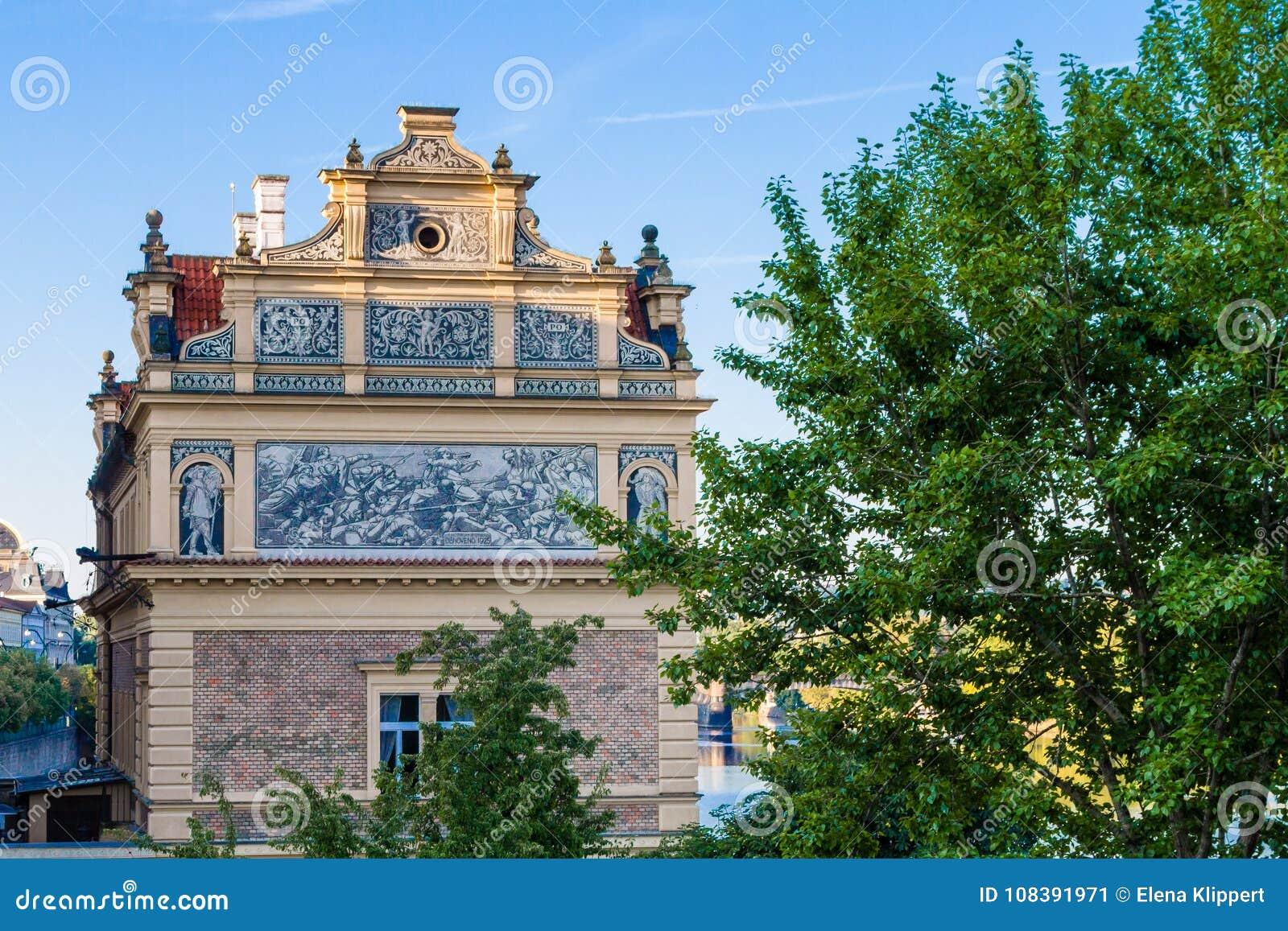 Взгляд старого дома в старом городке Праги