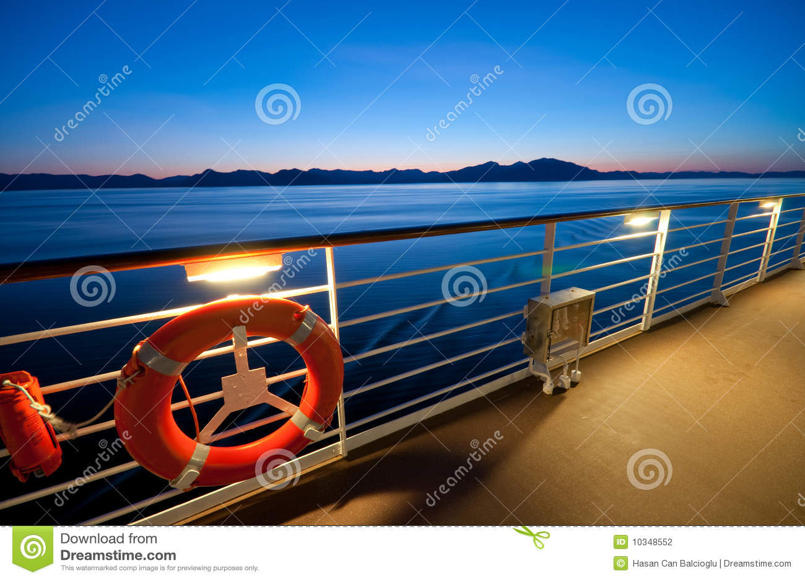взгляд туристического судна