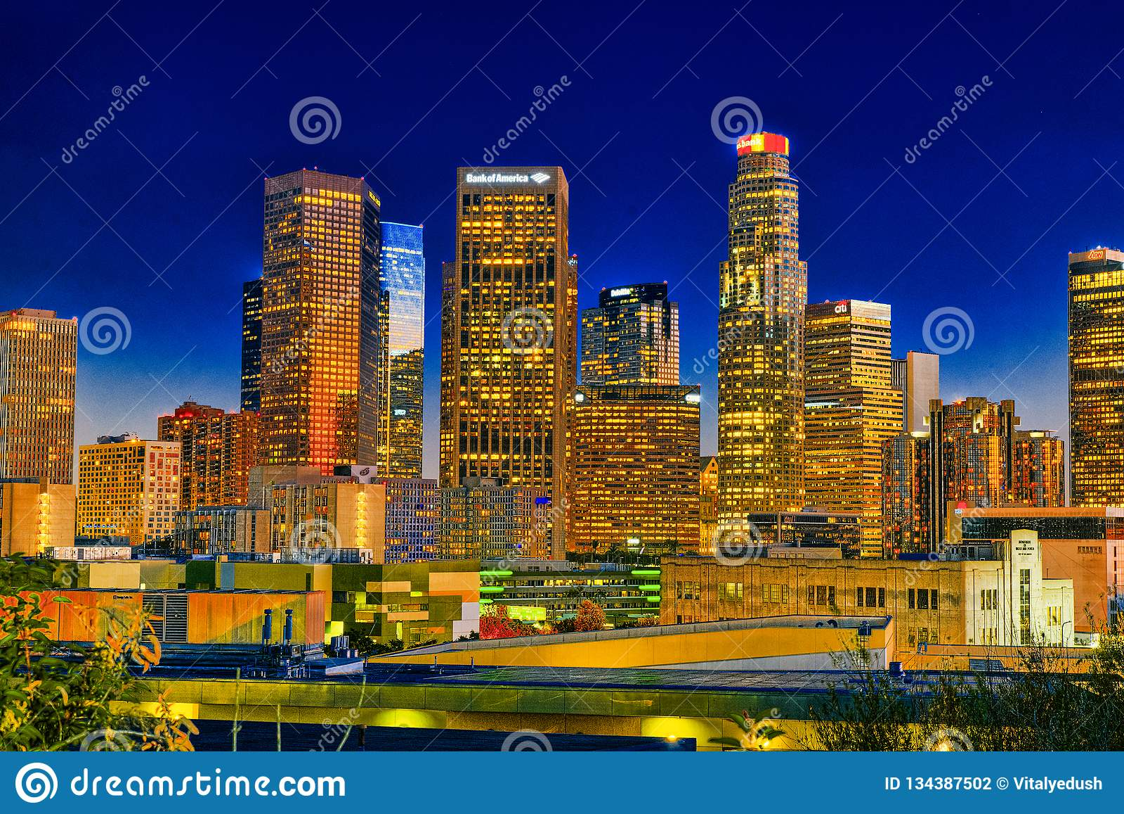 Взгляд центра города ЛА в вечере, nighttime
