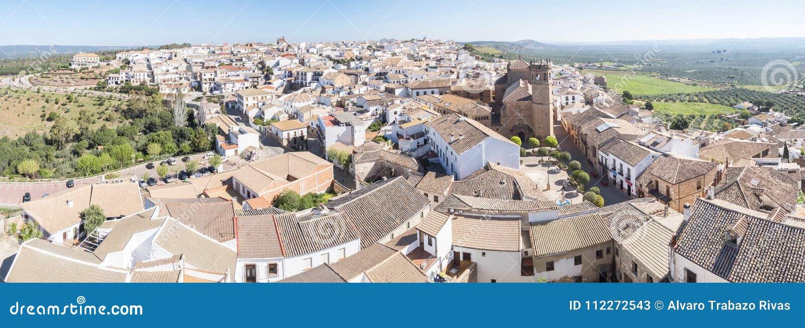 Взгляд panorami деревни encina Ла Baños de, провинция Jaen, Испания