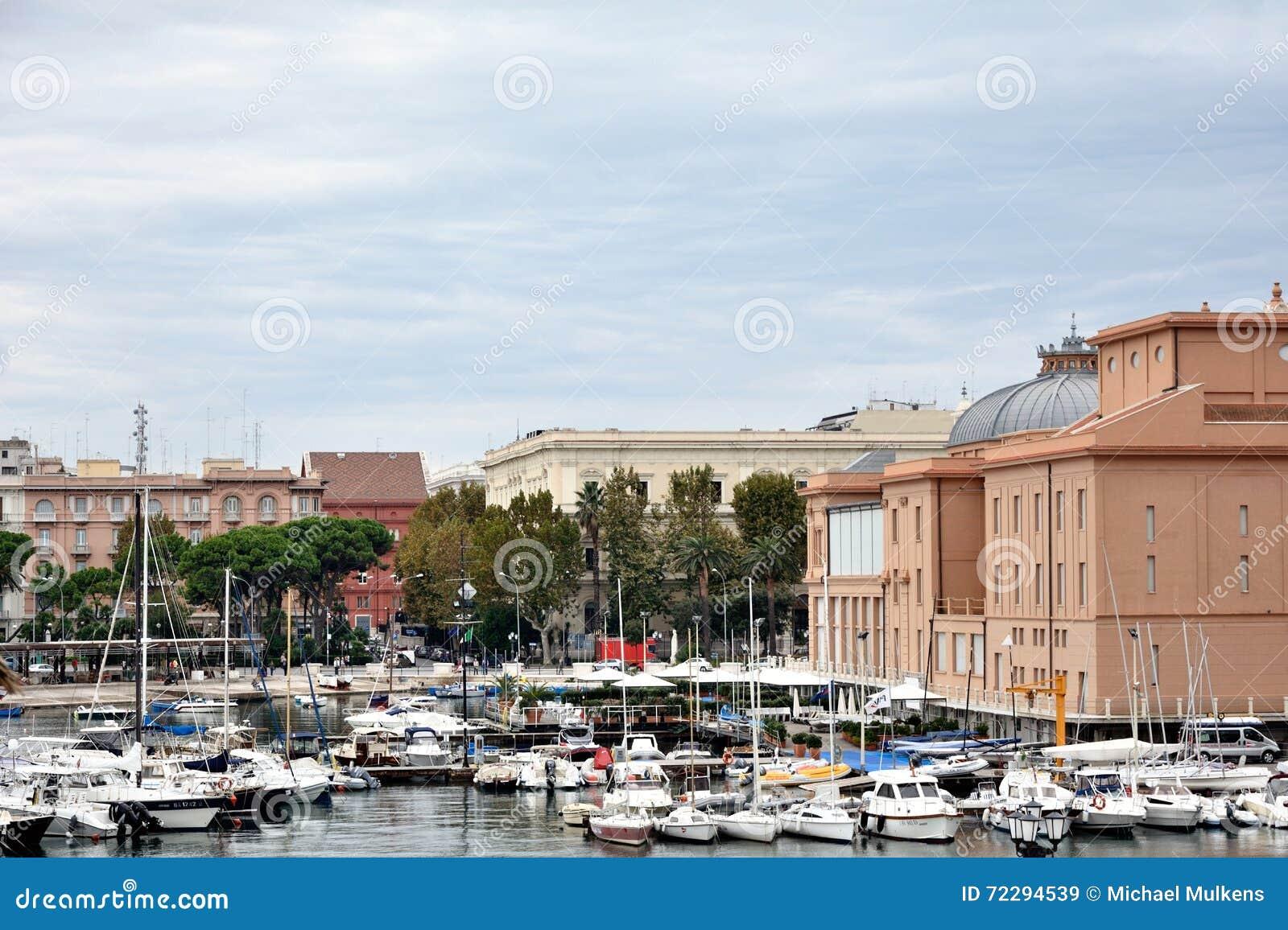 Download Взгляд Бари, Apulia редакционное стоковое изображение. изображение насчитывающей резиденция - 72294539
