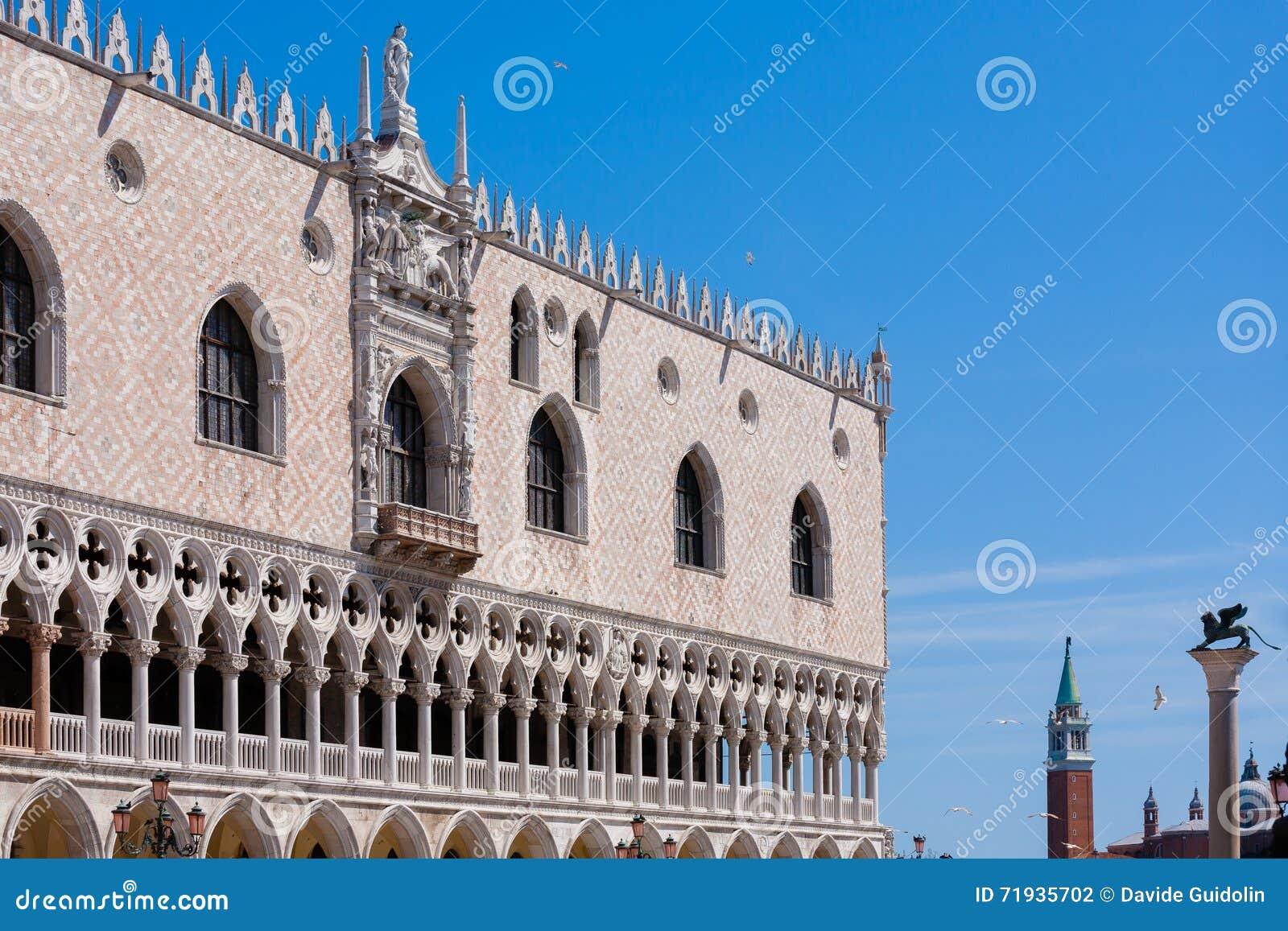 Взгляд дворца дожа, Италия