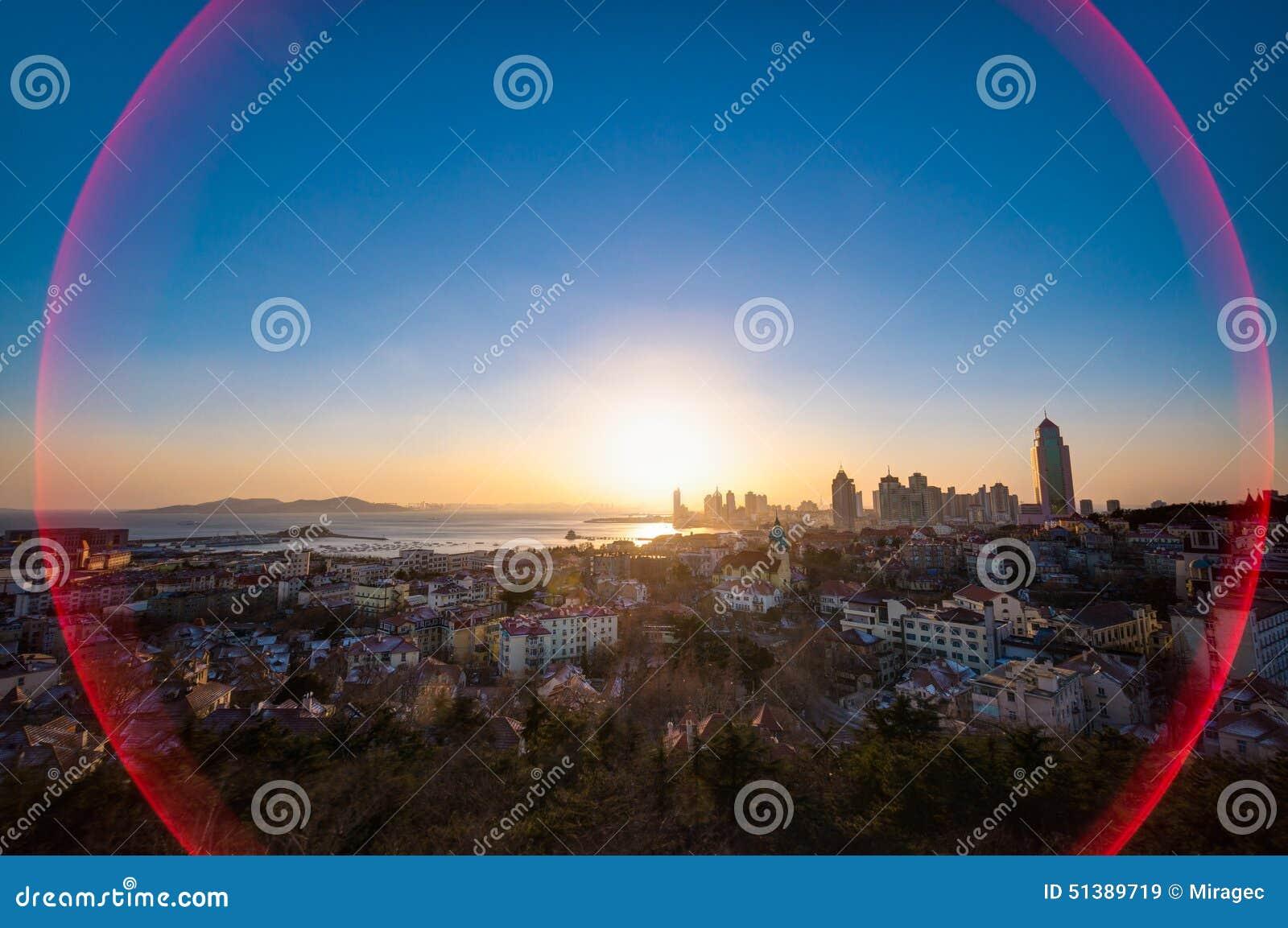 Взгляд захода солнца города Qingdao