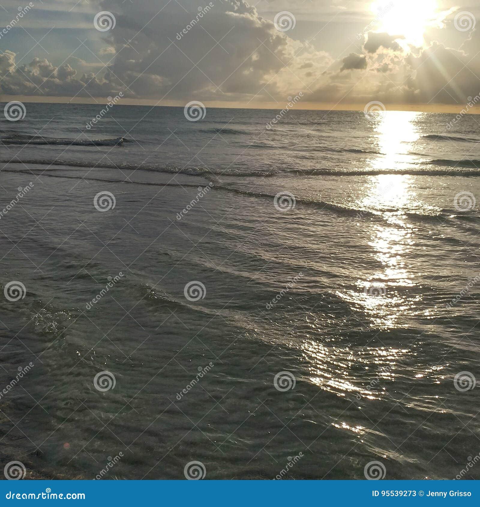 Взгляд захода солнца Флориды юго-западный, пляжи