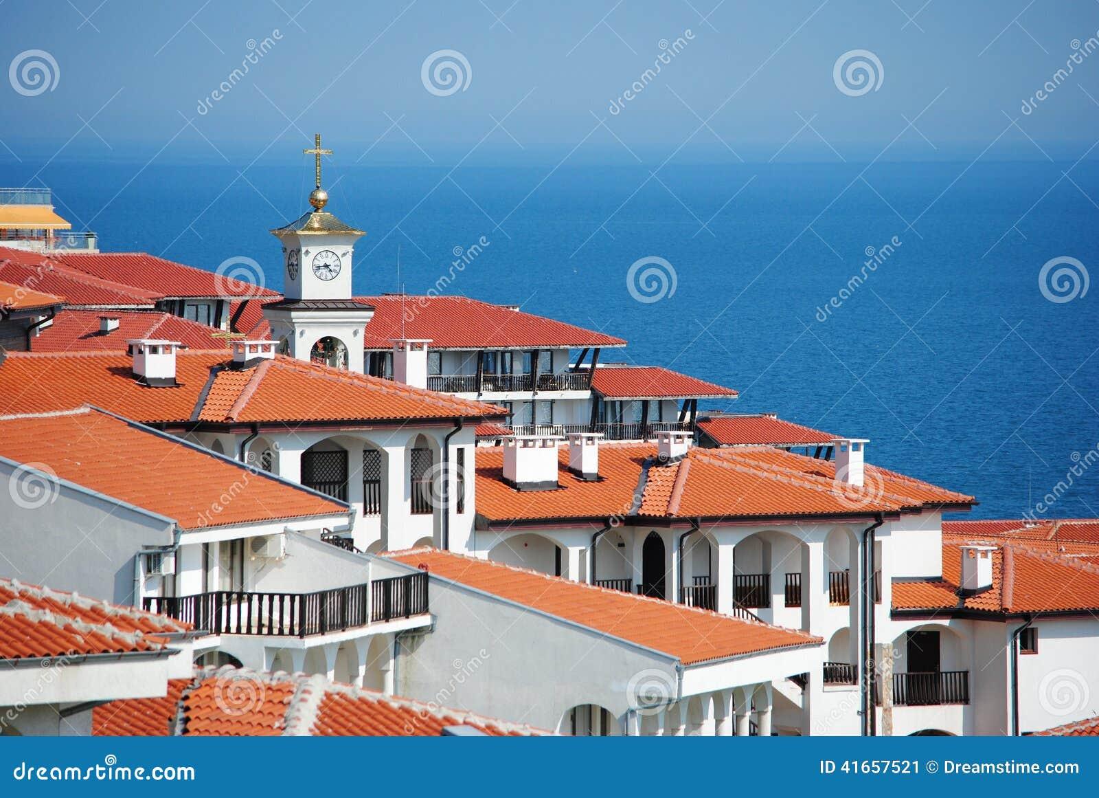 Взгляд крыши сверх к Чёрному морю