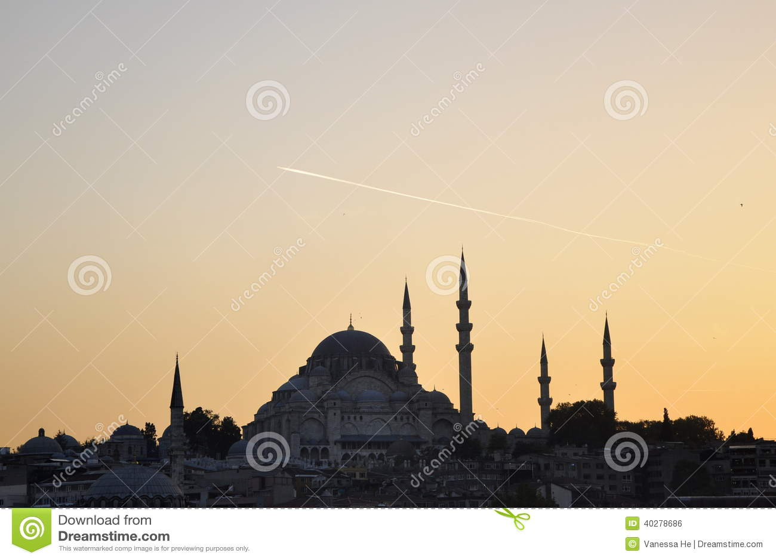 Взгляд моста Galata и мечети, Стамбула Турции