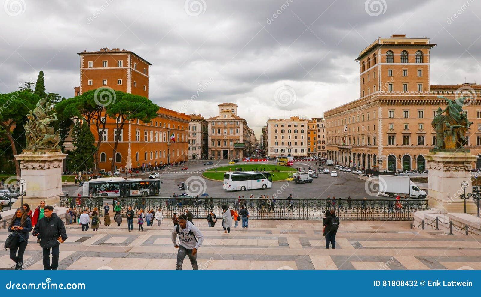 Взгляд над венецианским квадратом в Риме - аркаде Venezia