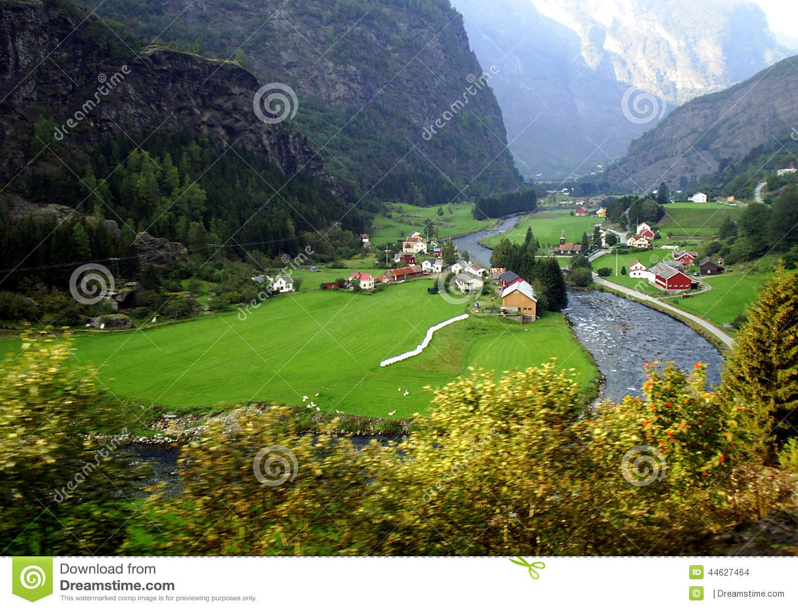 Взгляд на деревне от железной дороги FlÃ¥msbana