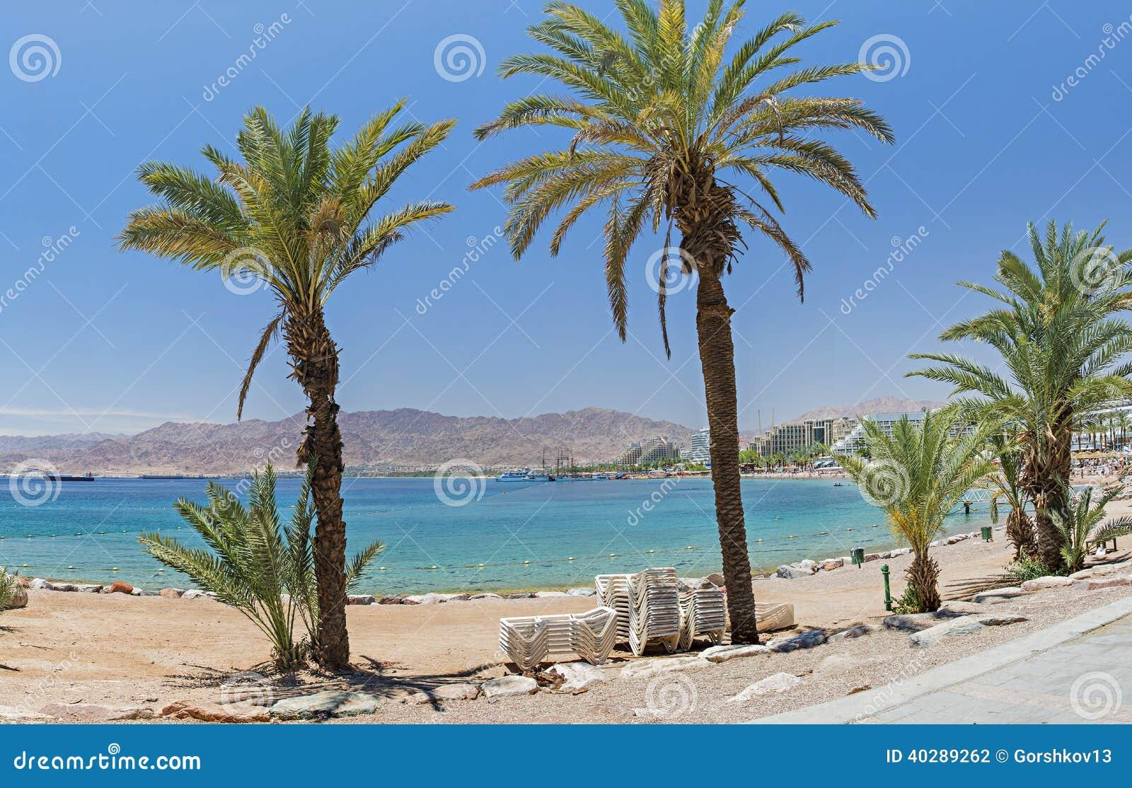 Взгляд на Красном Море от центрального пляжа Eilat
