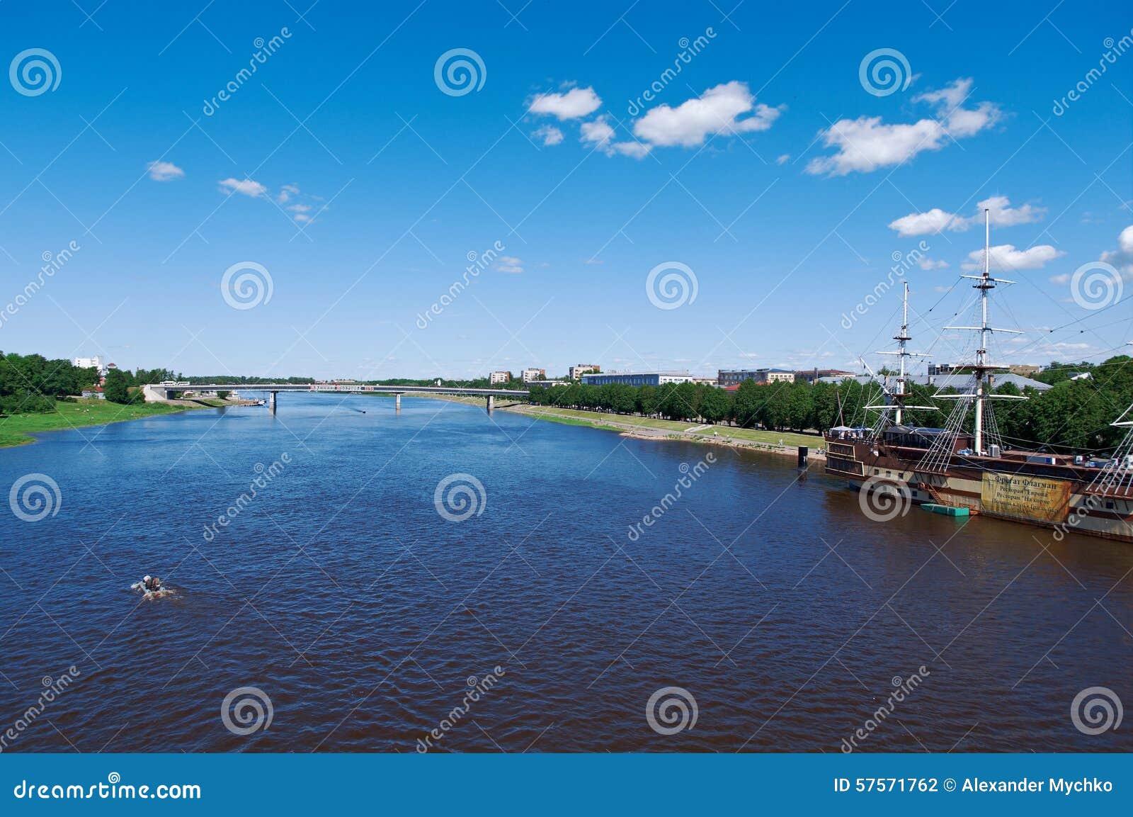 Взгляд на реке Volkhov в Veliky Новгороде