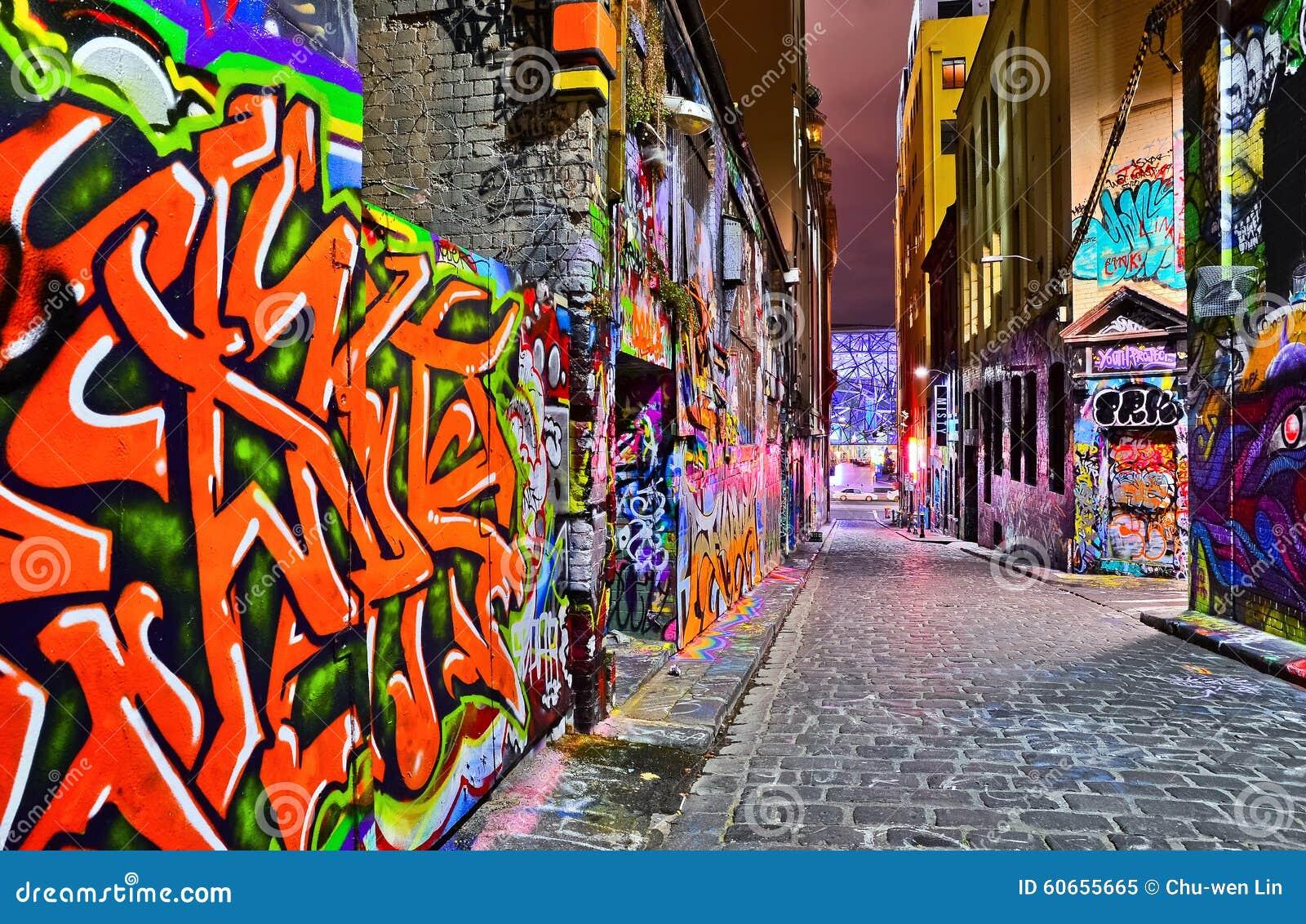 Взгляд ночи красочного художественного произведения граффити в Мельбурне