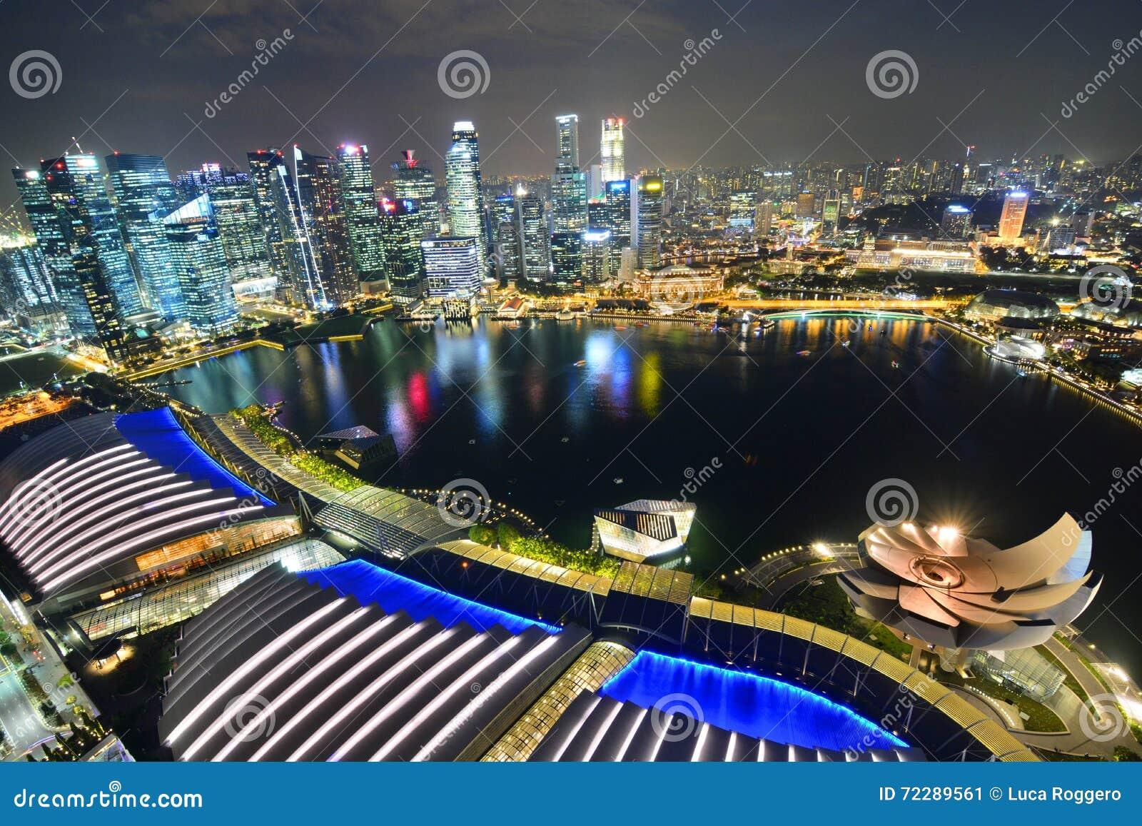 Download Взгляд ночи от залива Марины зашкурит Skypark Сингапур Редакционное Фото - изображение насчитывающей львев, сад: 72289561