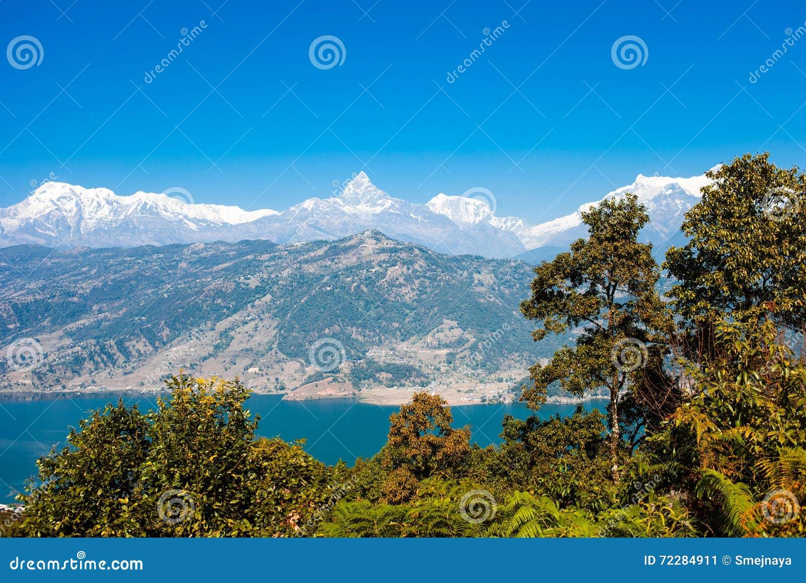 Download Взгляд озера Phewa и горной цепи Annapurna Стоковое Изображение - изображение насчитывающей бобра, сценарно: 72284911
