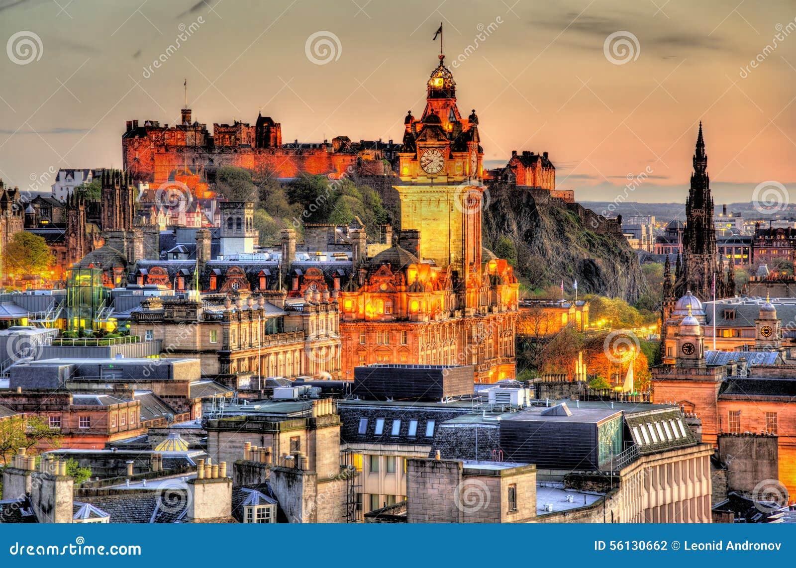 Взгляд от холма Calton к замку Эдинбурга