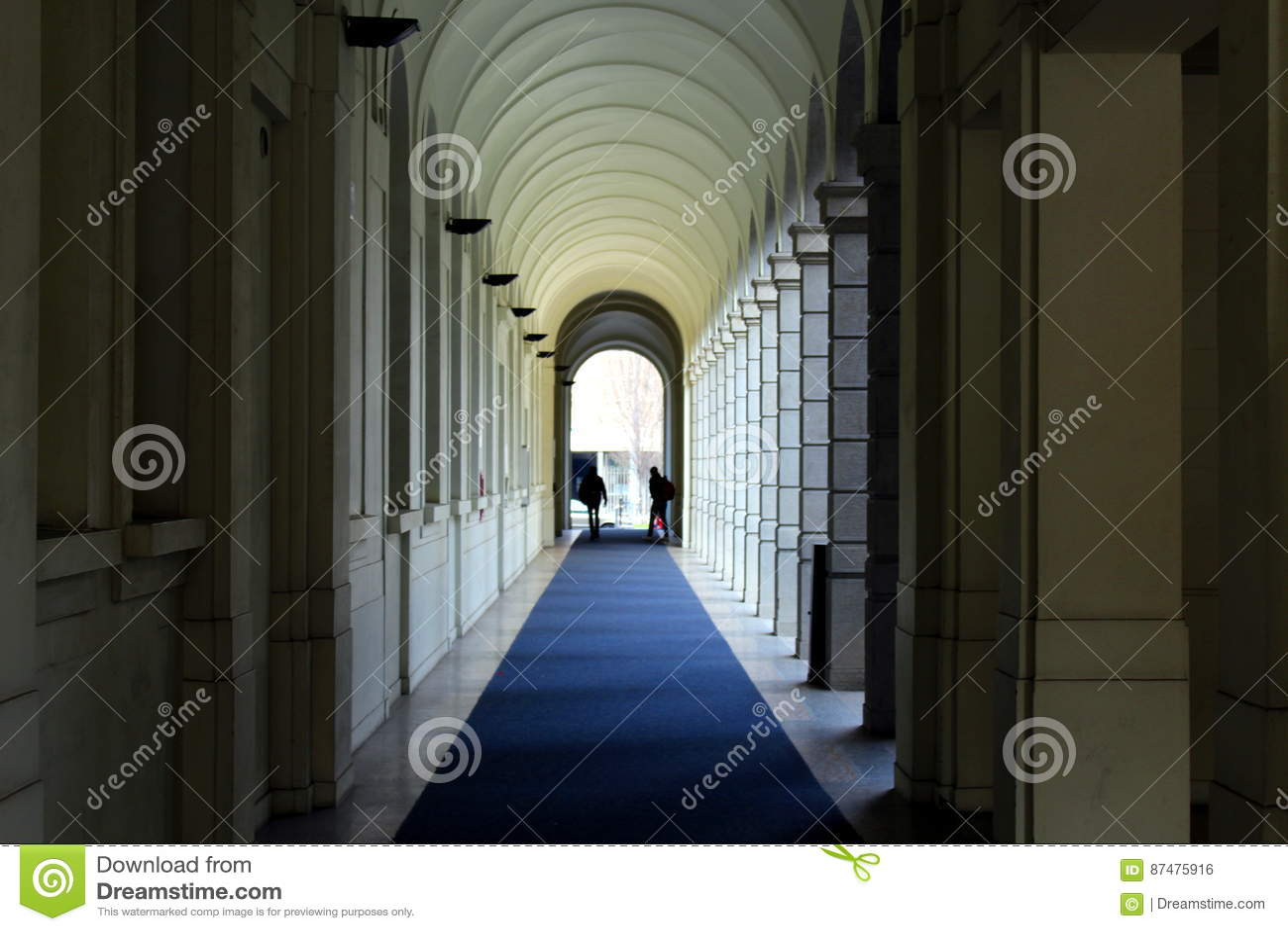 Взгляд перспективы галереи колоннады