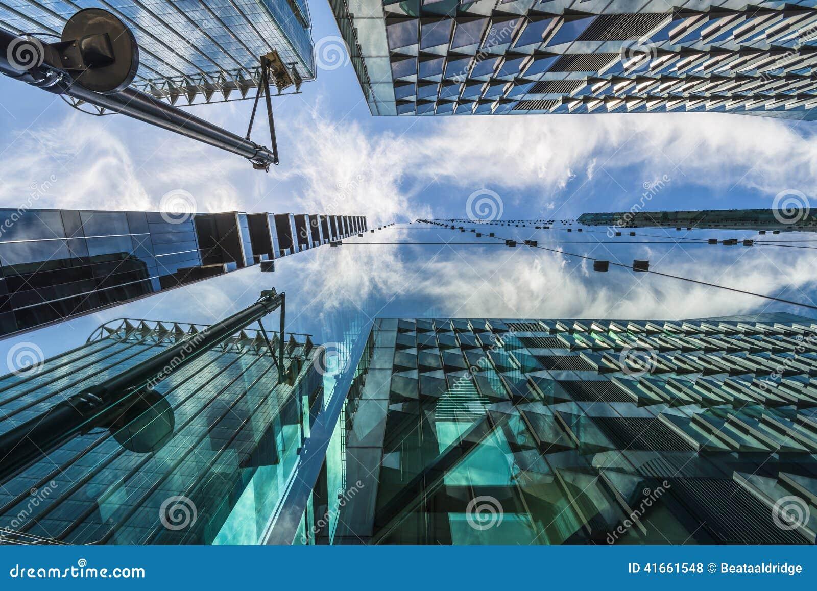 Взгляд современных небоскребов в городе Лондона