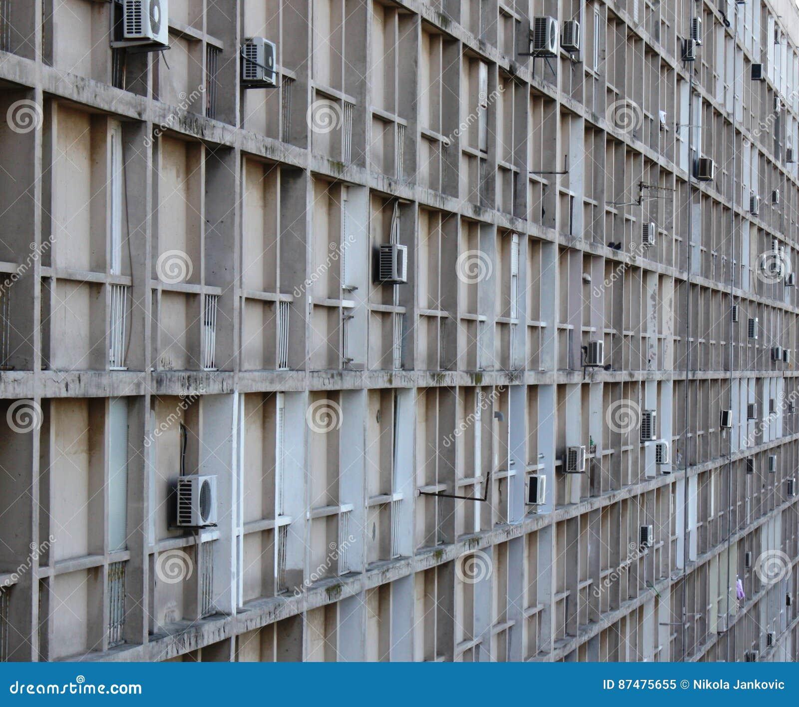 Взгляд со стороны здания