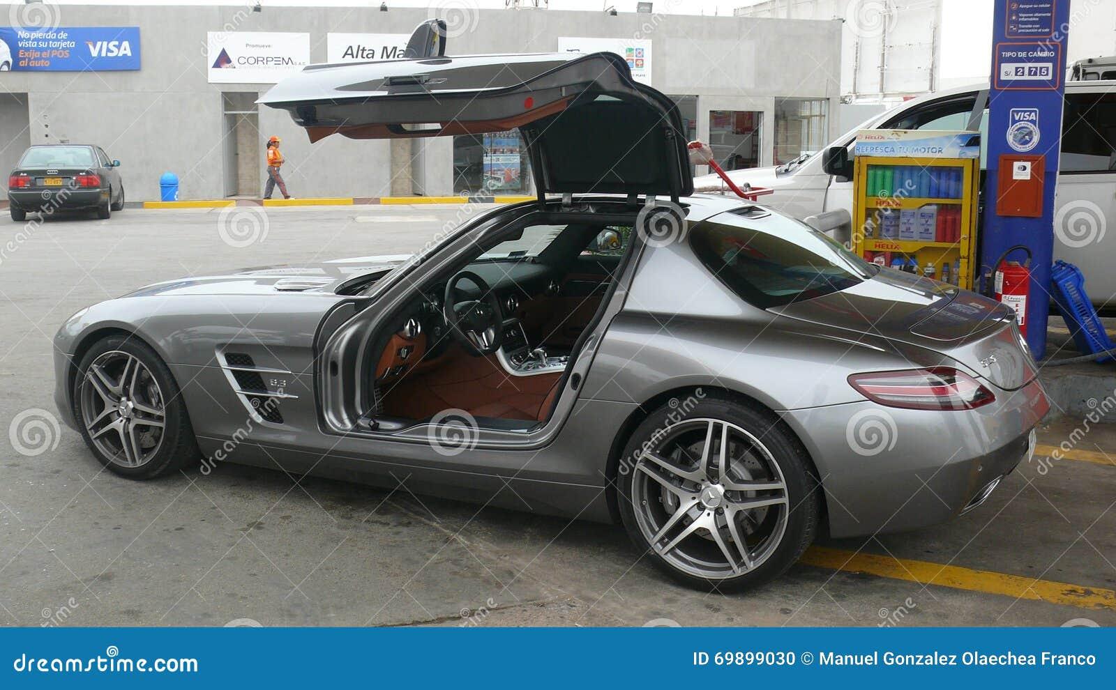 Взгляд со стороны Benz SLS AMG 6 Мерседес 3