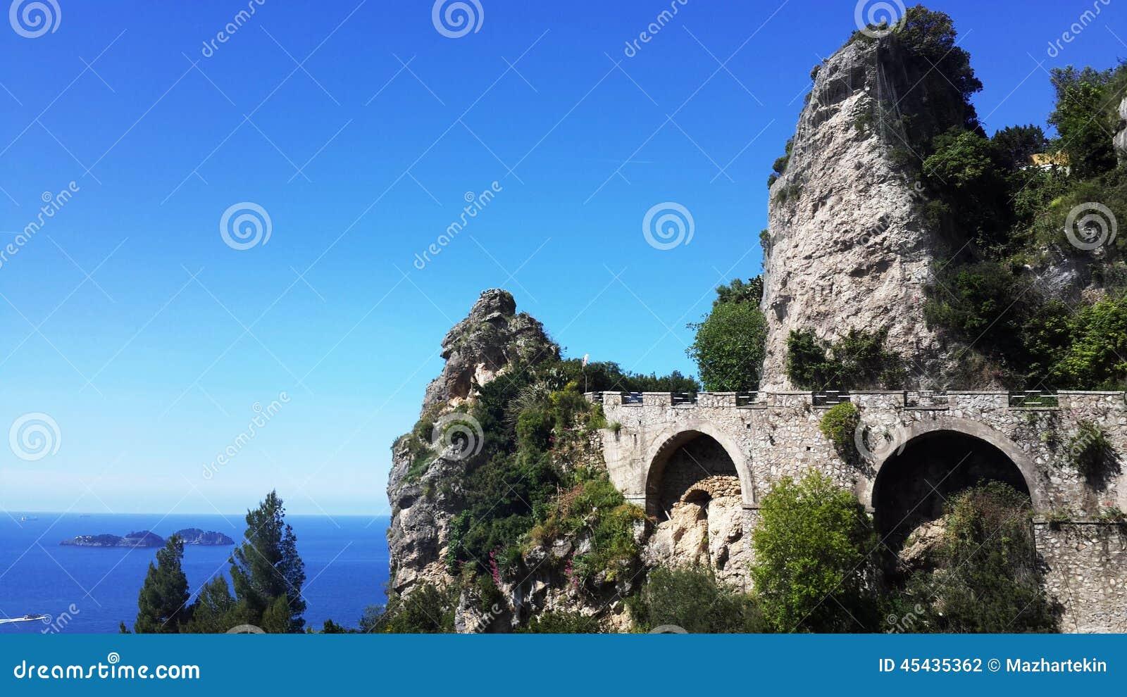 Взгляды побережья Амальфи в Италии