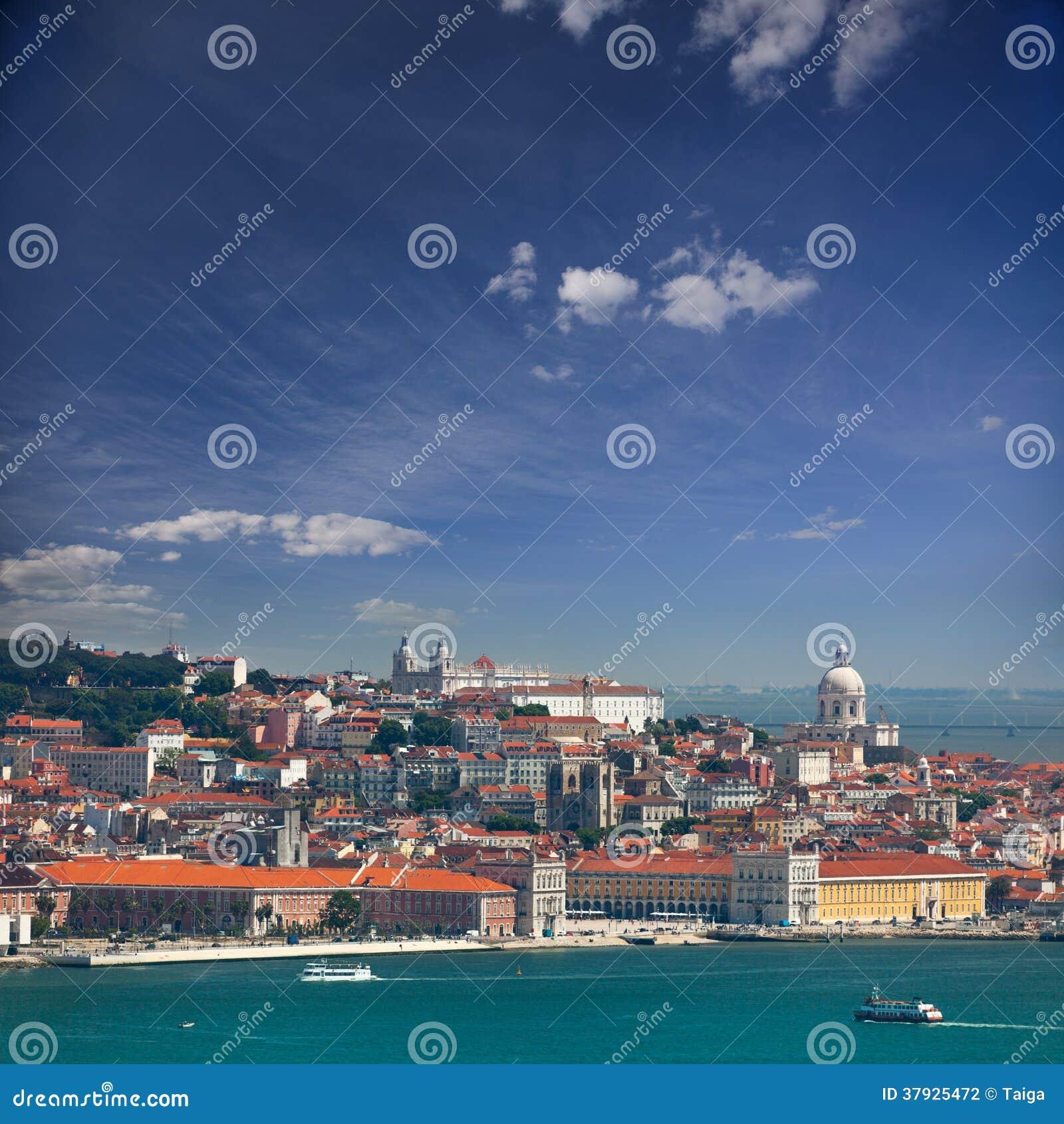 Взгляд Alfama и Graca, городской пейзаж Лиссабона, Португалии, Европы