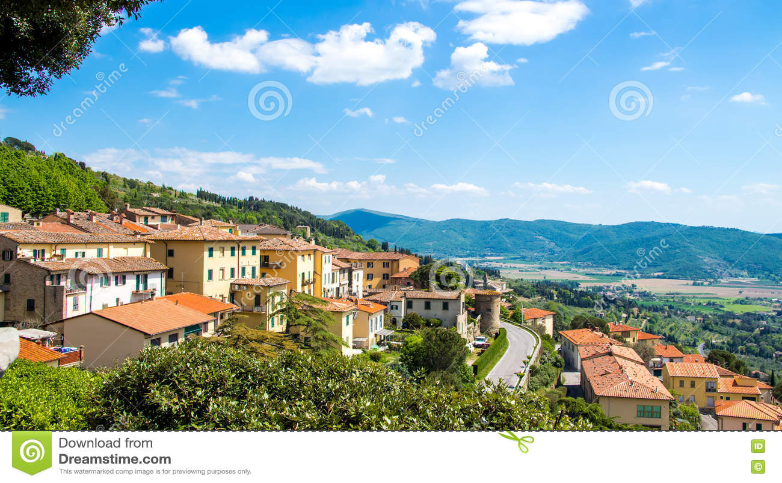 Взгляд Cortona, средневекового городка в Тоскане, Италии