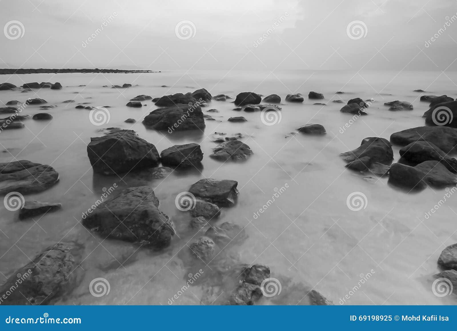 Взгляд Snenic пляжа в Бали