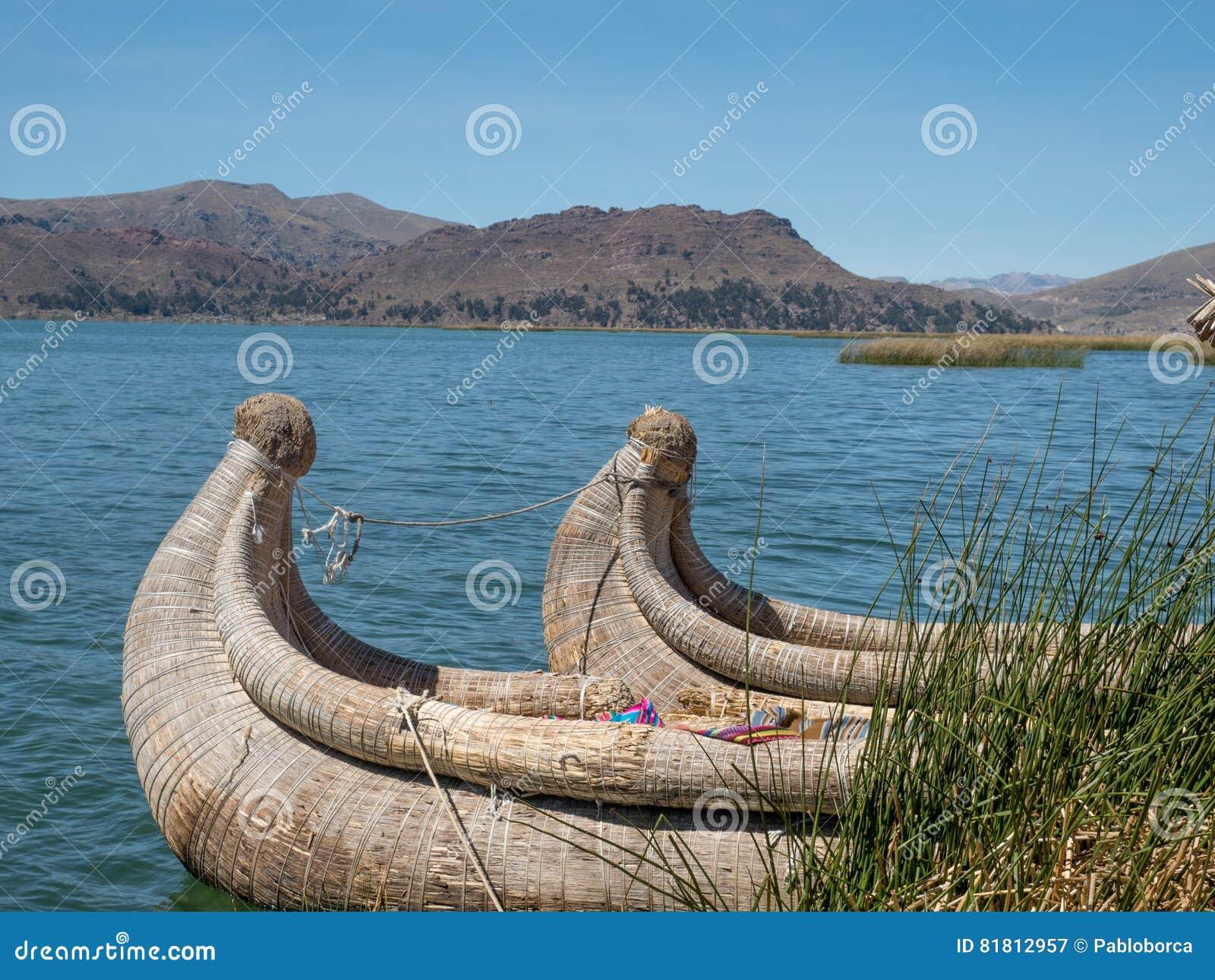 Взгляд Uros плавая камышовые острова, озеро Titicaca, зона Puno, Перу
