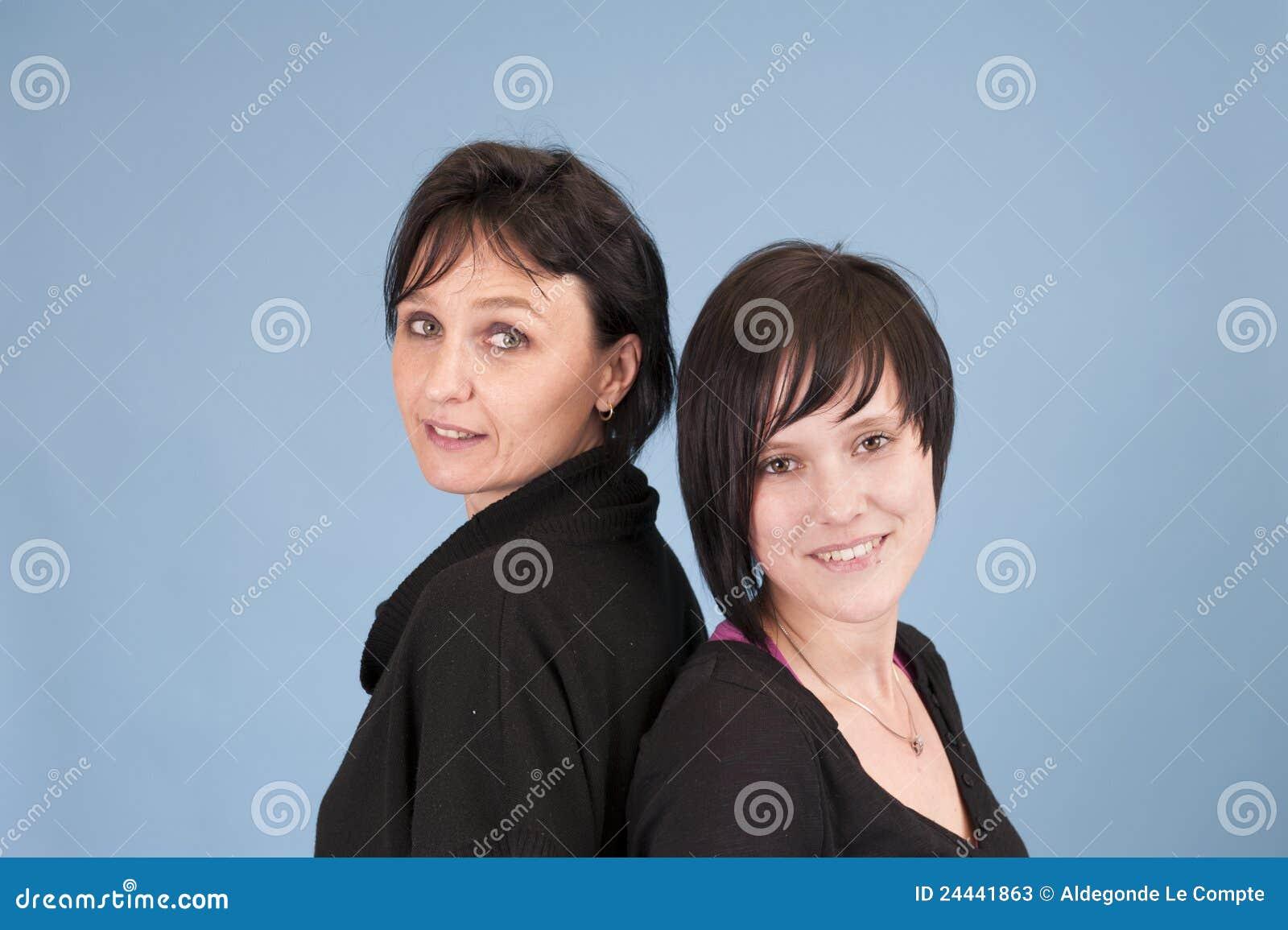 взрослые сестры
