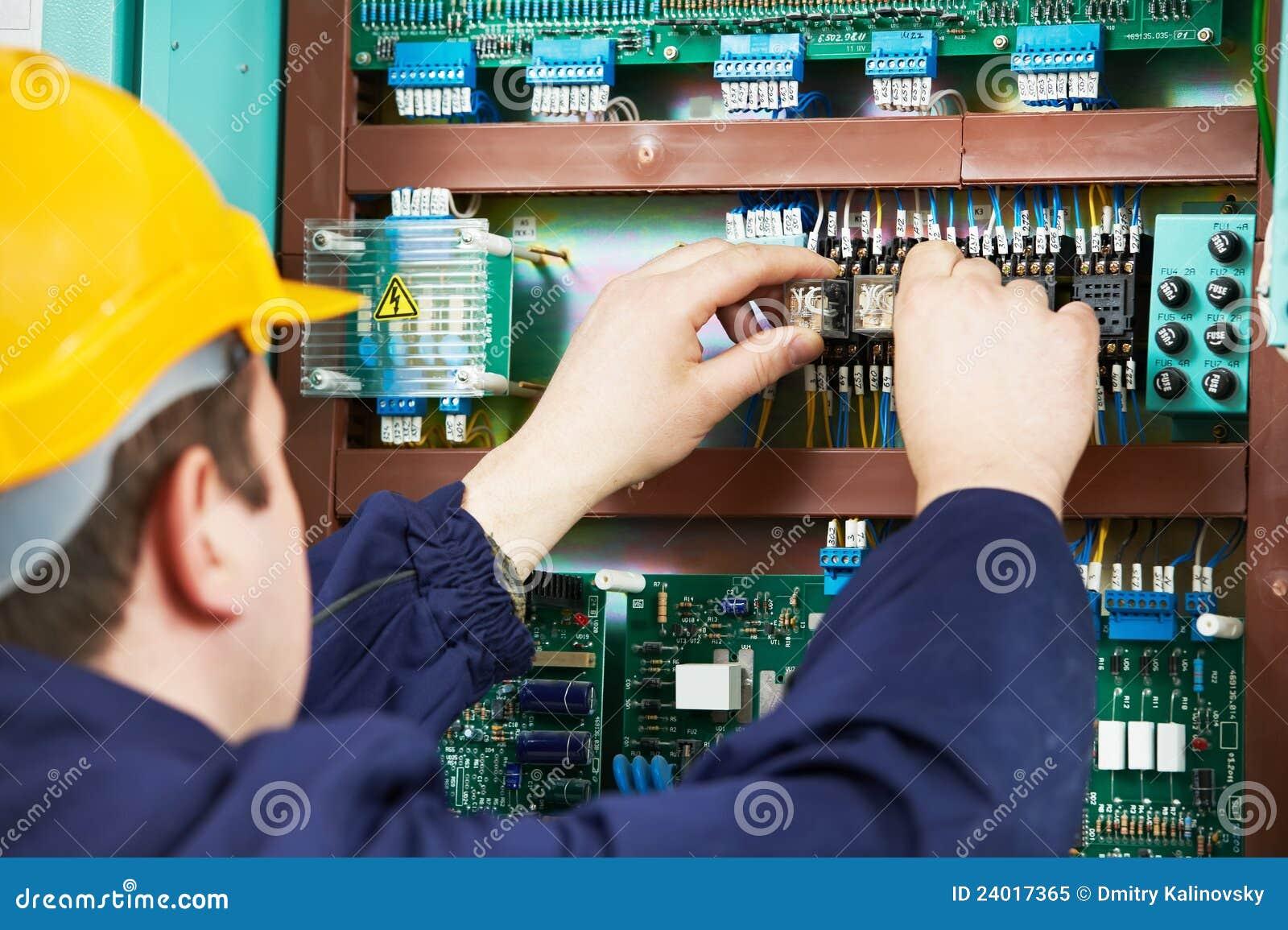 взрыватель электрика прибора заменяет работу безопасности