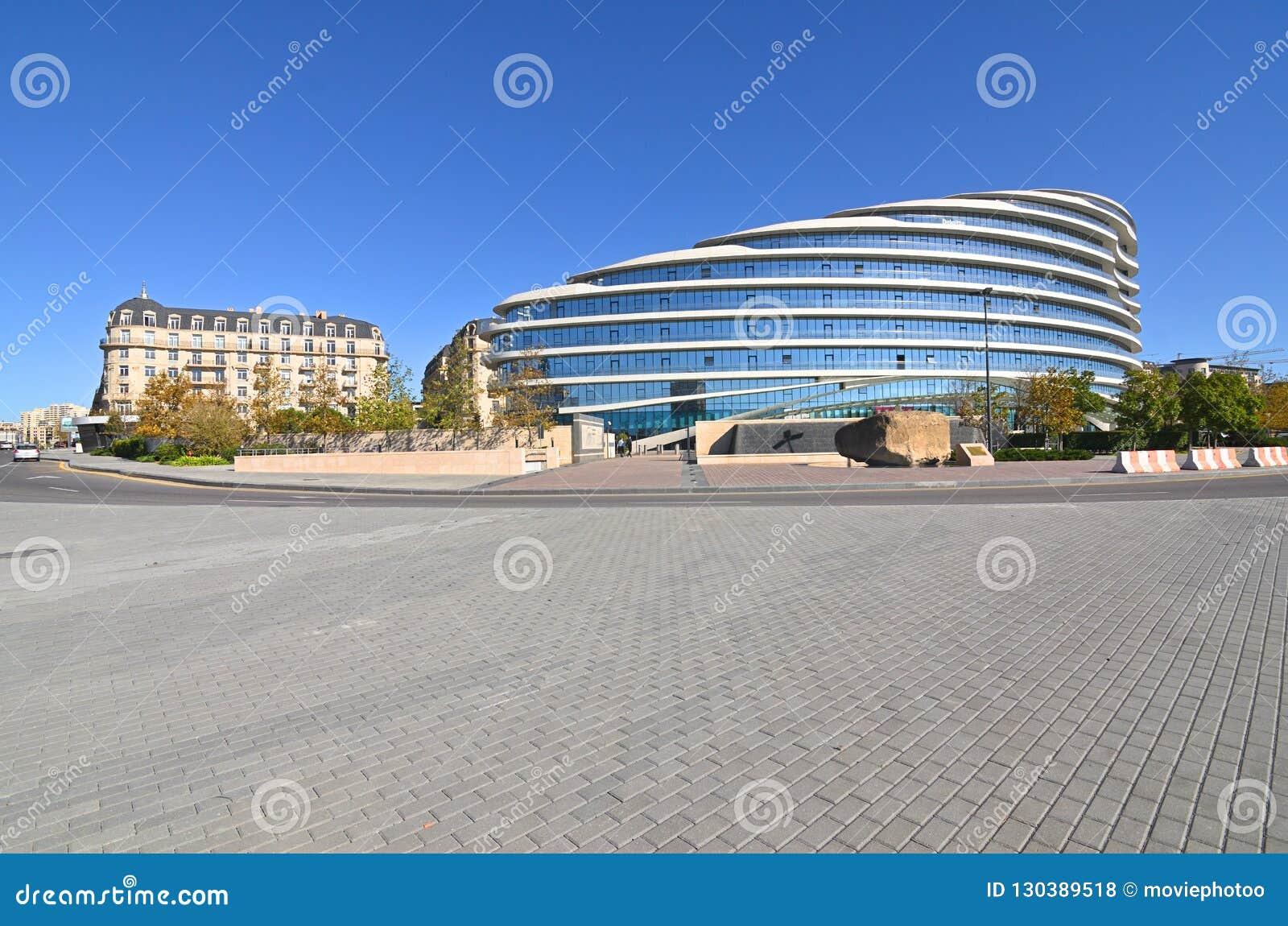 Видимости белого города под конструкцией в Баку