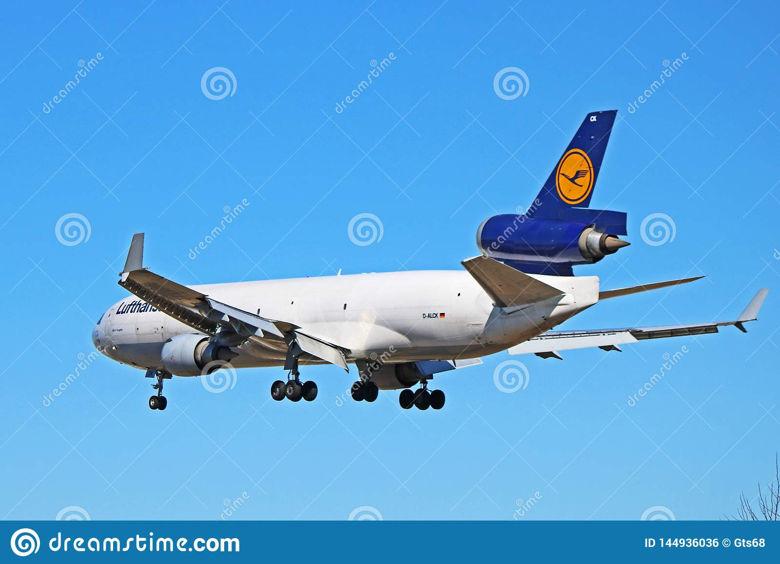 Вид сзади фрахтовщика McDonnell Douglas MD-11 груза Люфтганза