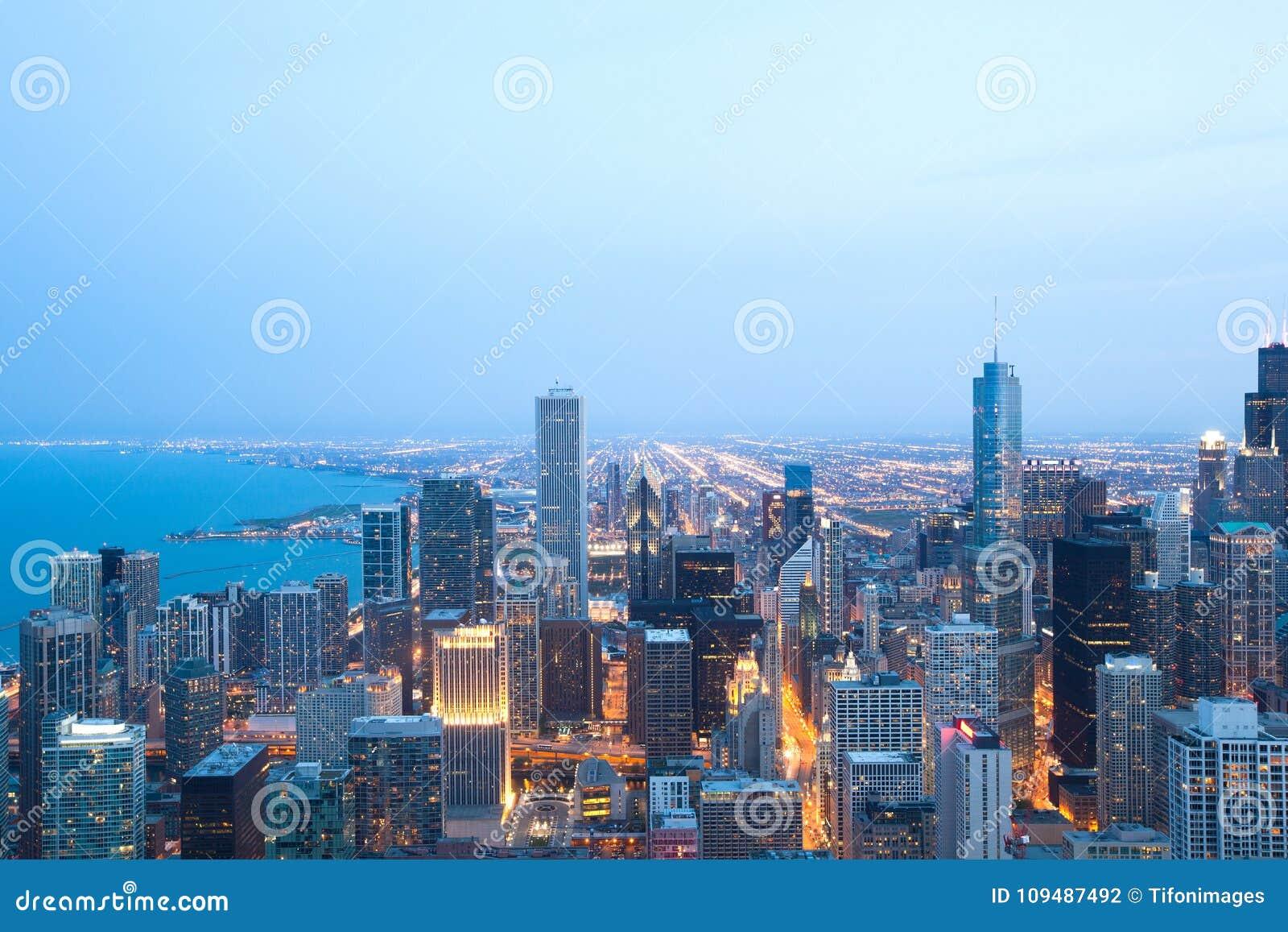 Вид с воздуха городского Чикаго на ноче