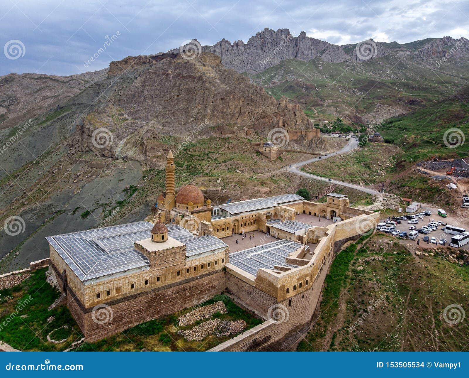 Вид с воздуха дворца паши Ishak полу-загубленный дворец и административный комплекс расположенные в Dogubeyazit, Agri E