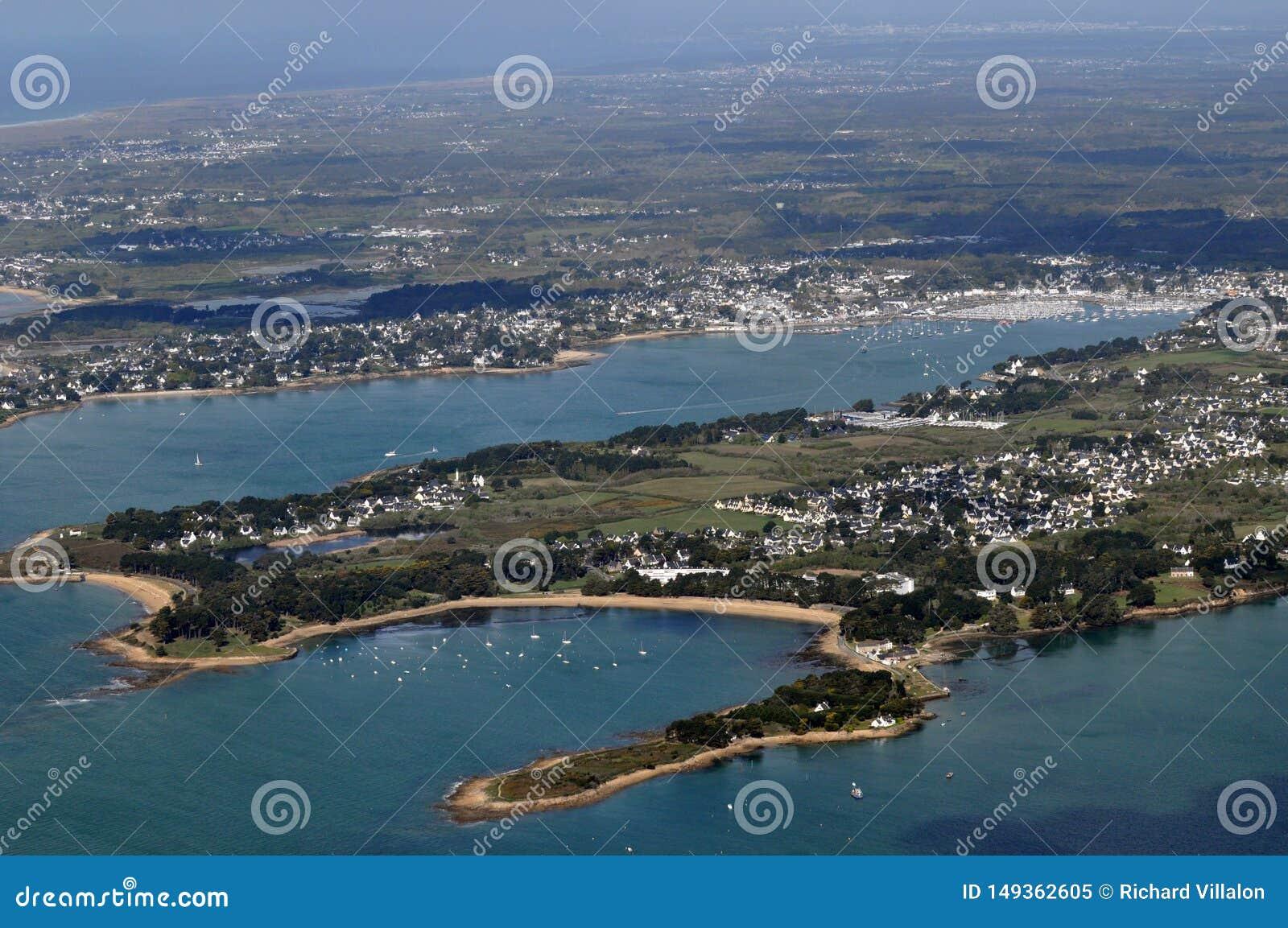 Вид с воздуха деревень Святого Philibert и sur Mer Trinite Ла в Бретань, Франции