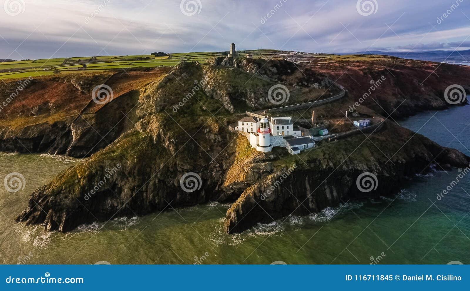 вид с воздуха Маяк головы Wicklow графство Wicklow Ирландия