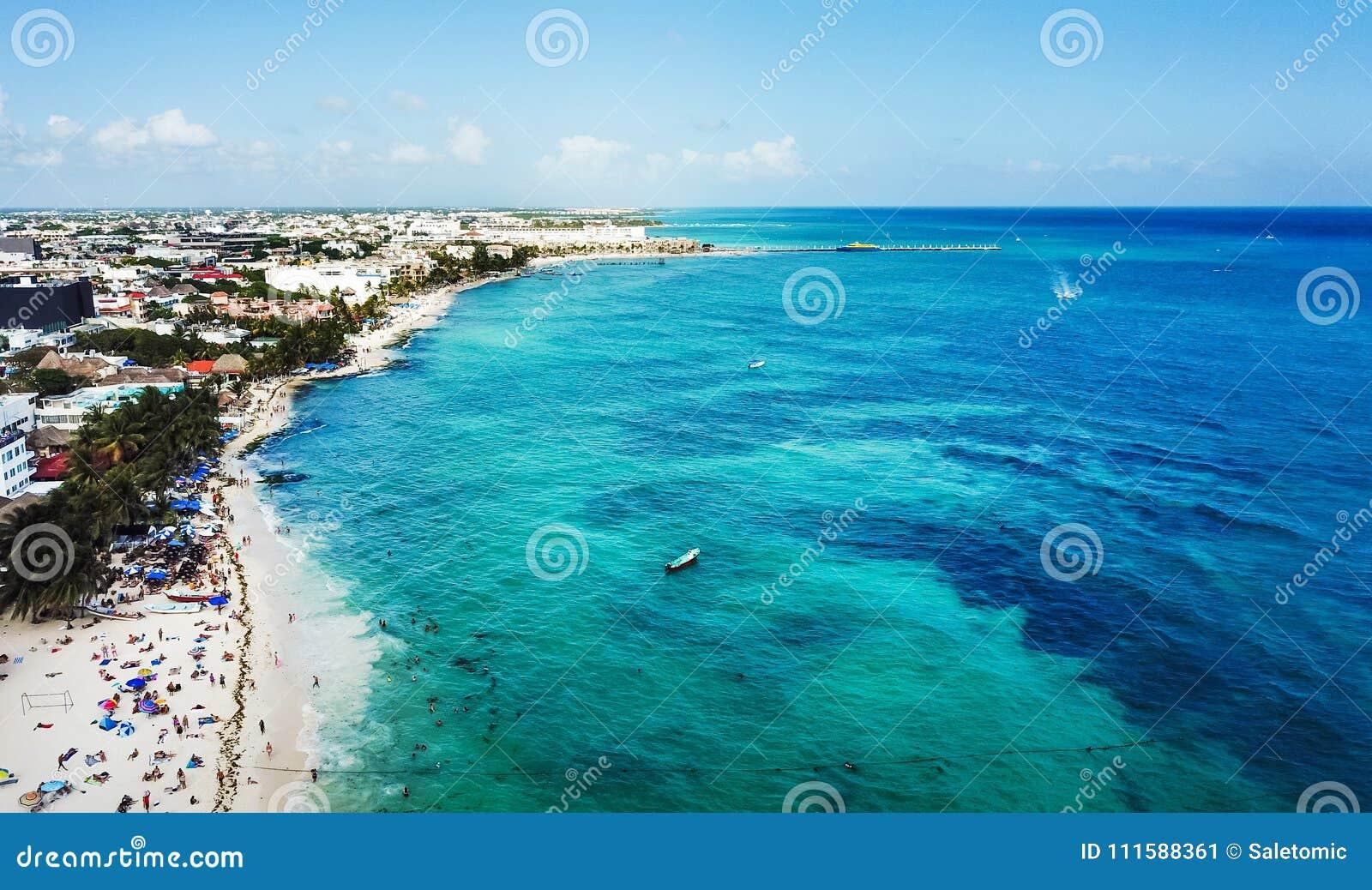 Вид с воздуха пляжа Playa del Carmen общественного в Quintana Roo, мне
