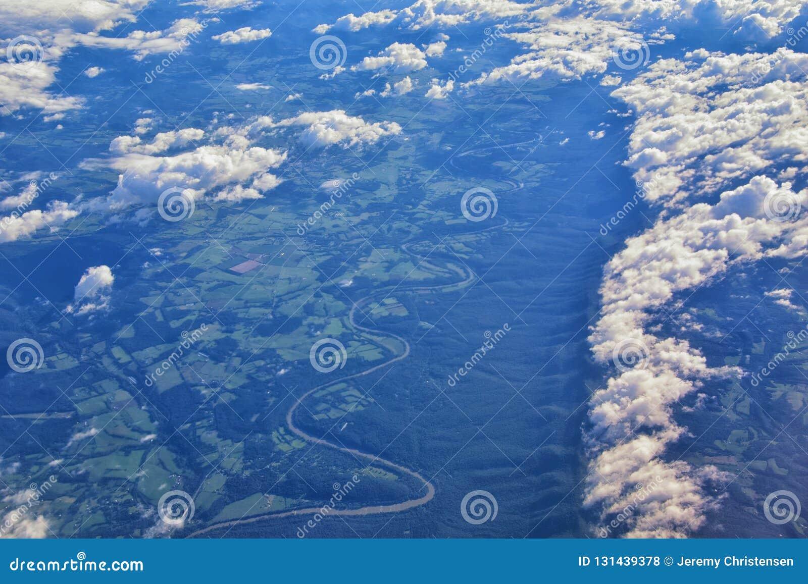 Вид с воздуха топографических ландшафтов над государствами midwest на полете над Колорадо, Канзасом, Миссури, Иллинойсом, Индиано