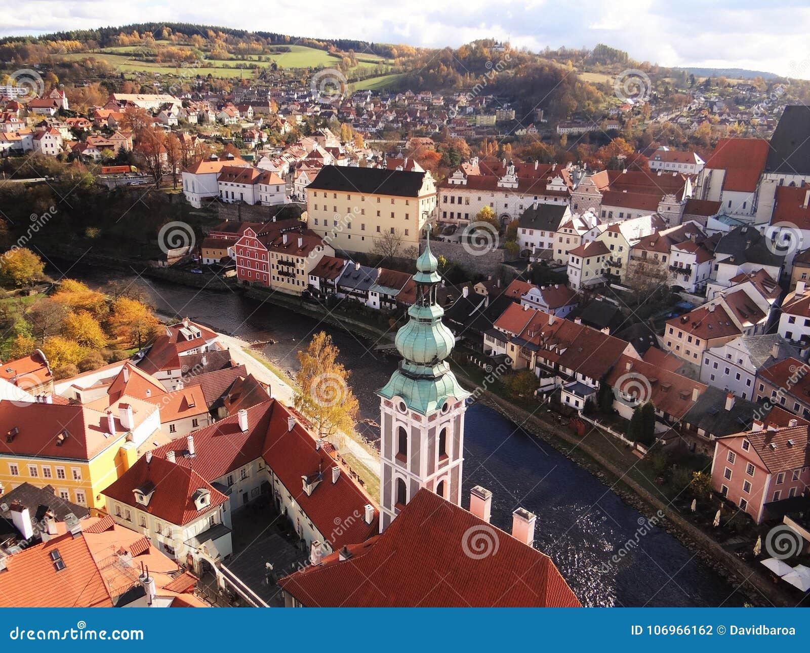 Вид с воздуха Cesky Krumlov, чехии