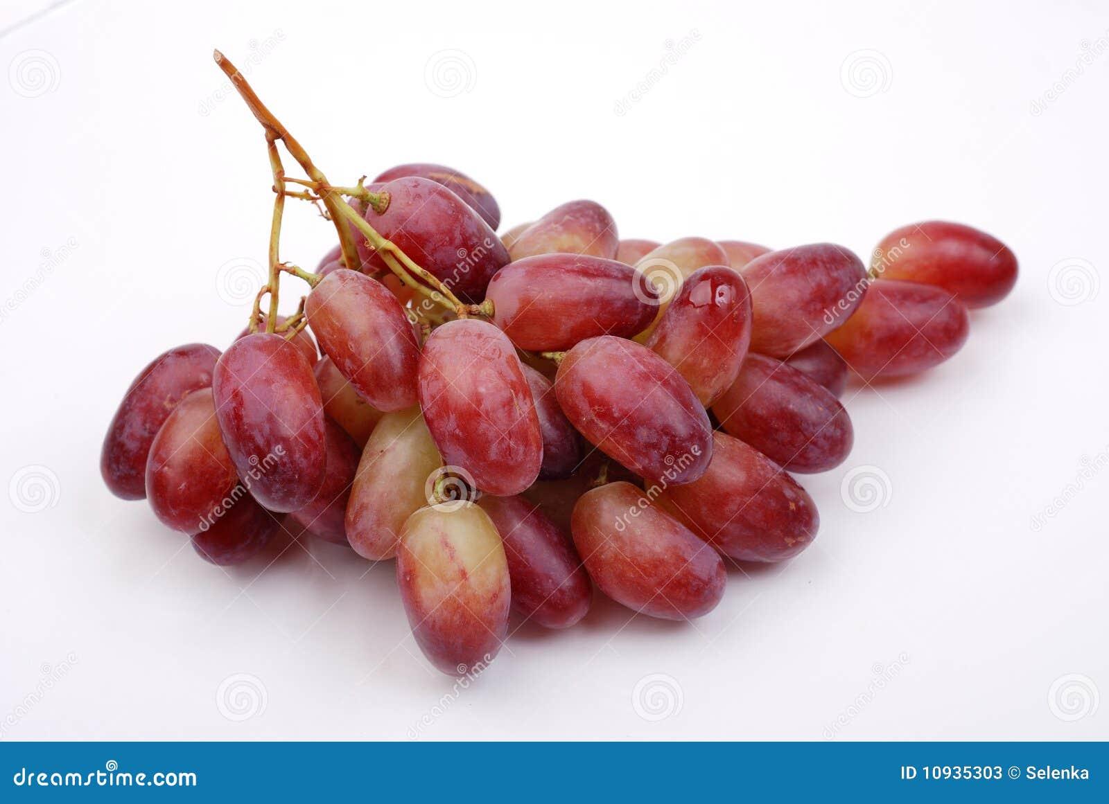 виноградины пука изолировали красный цвет