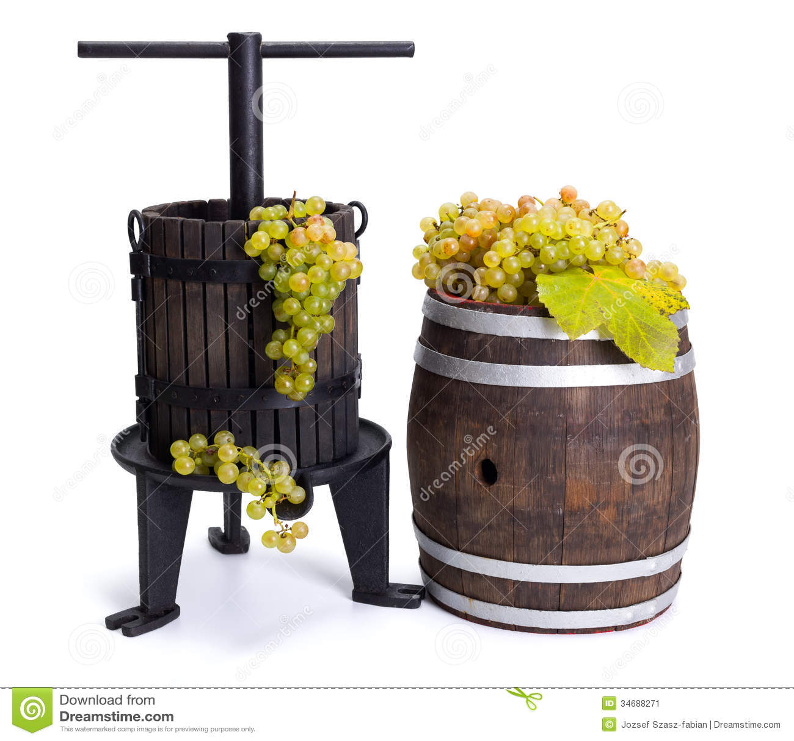 Виноградина отжимая утварь и бочонок с белыми виноградинами