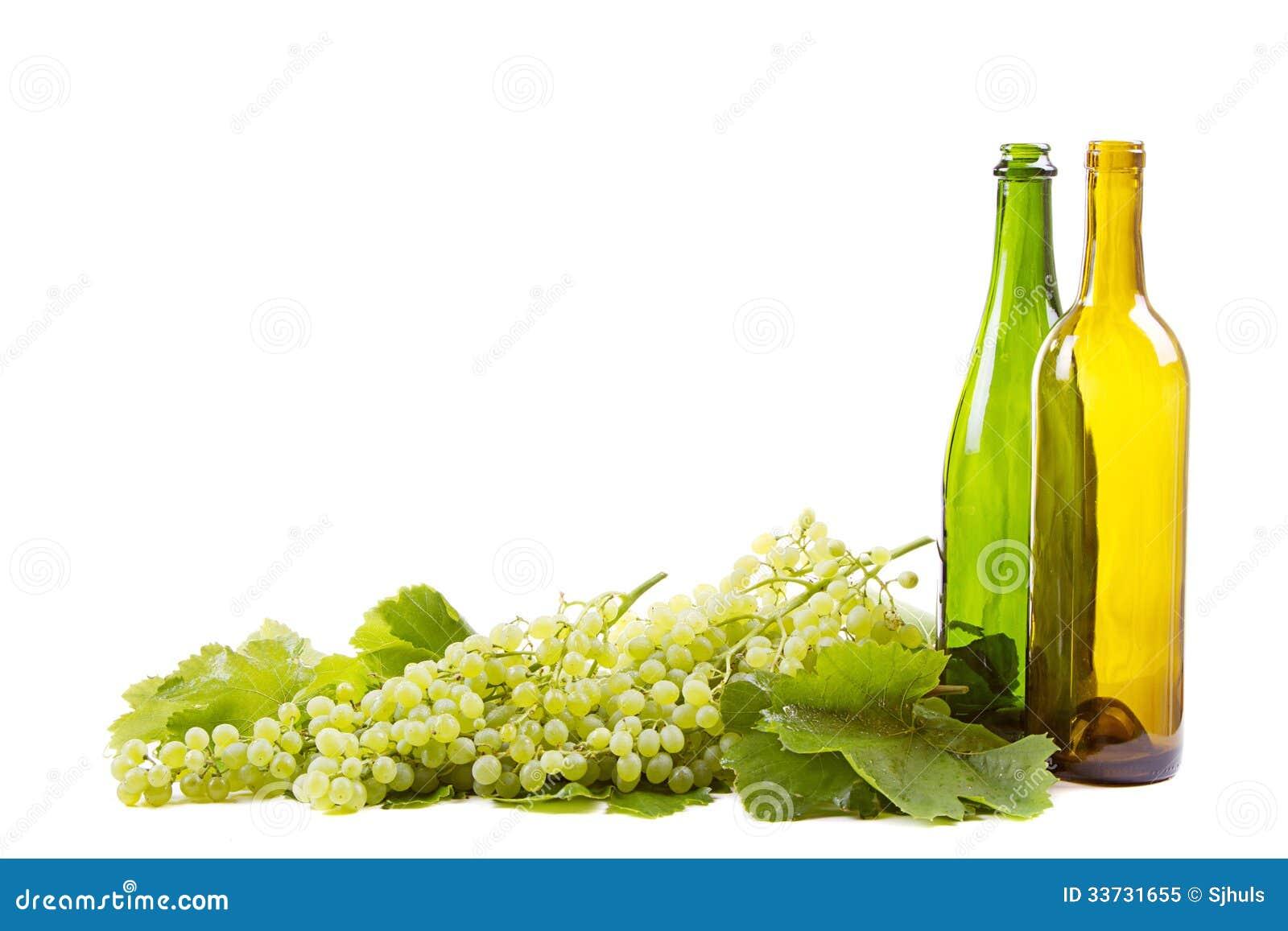 Виноградины и бутылки на белизне